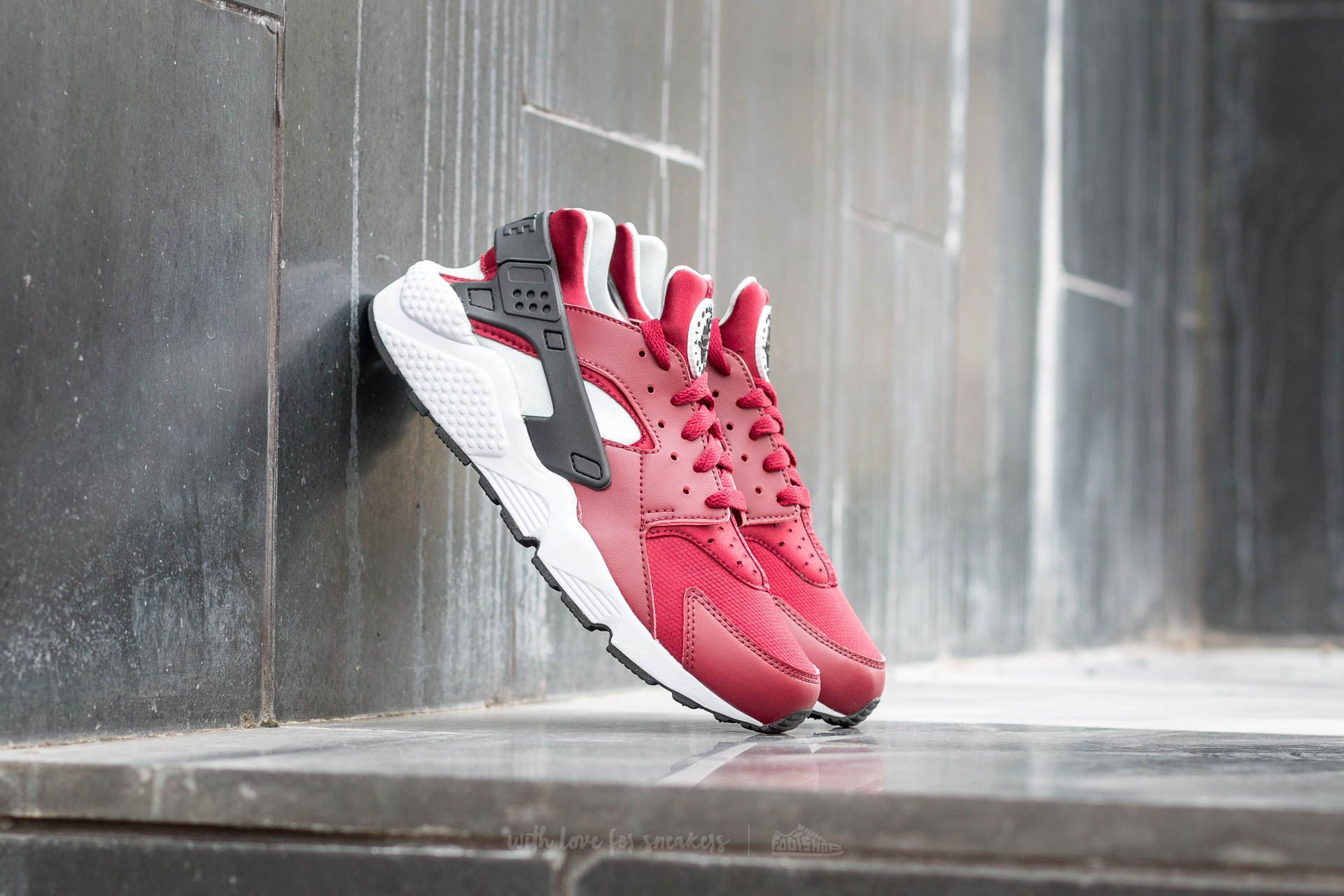 3da4a010bba Nike Air Huarache Team. Team Red  Black-Pure Platinum