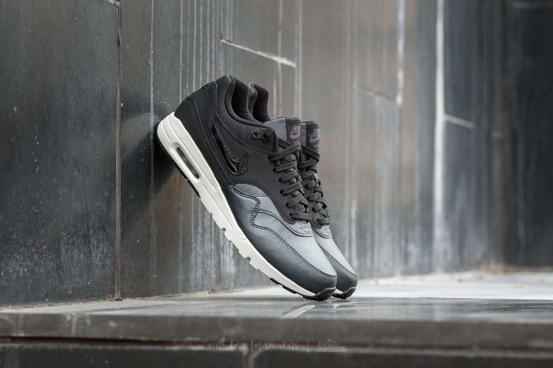 reputable site 95f26 916a3 Nike Wmns Air Max 1 Ultra SE
