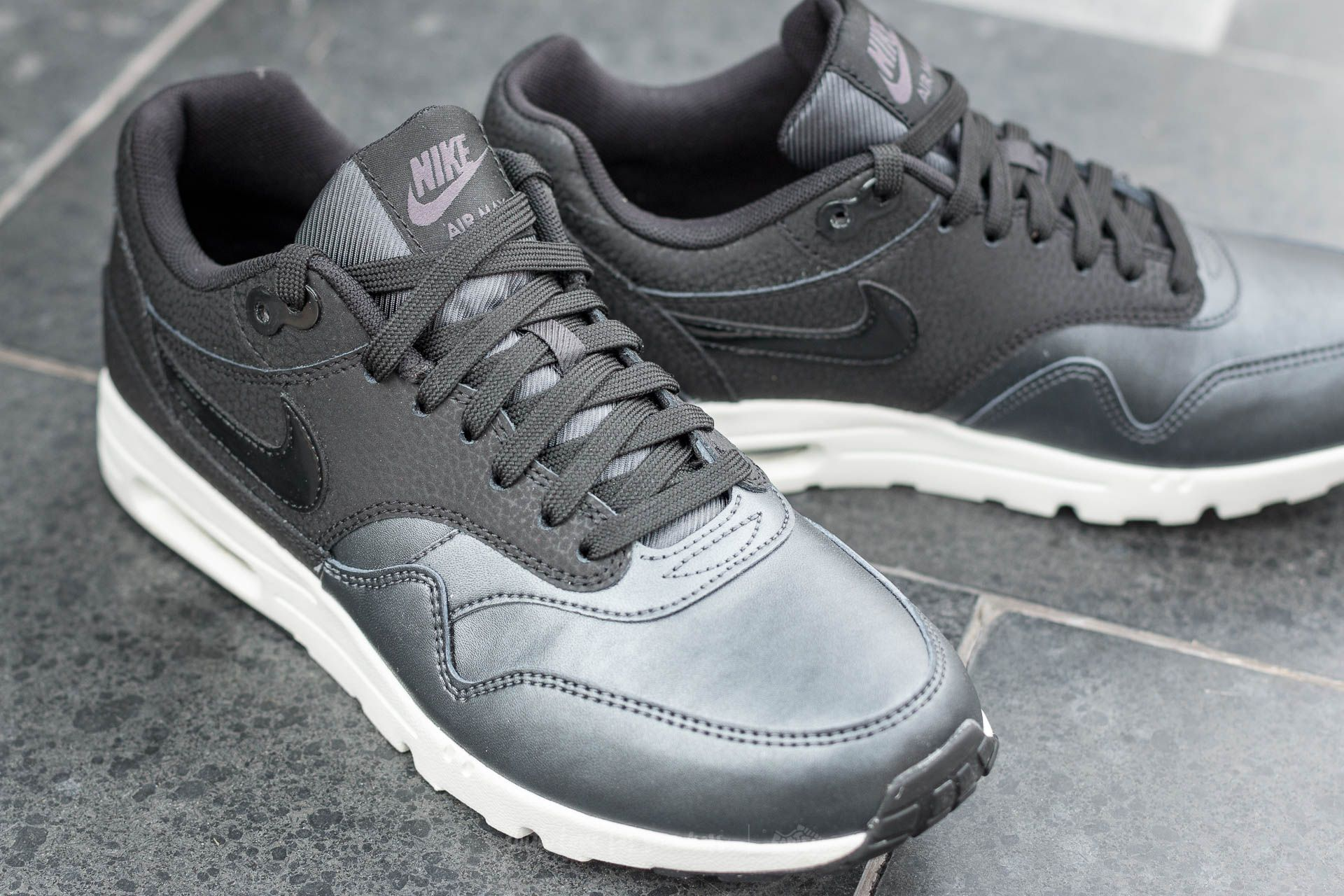 Nike Wmns Air Max 1 Ultra SE Black BlackMetallic Hematite | Footshop