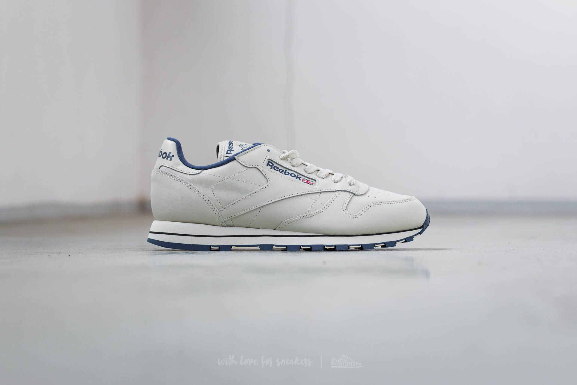 f2e812ad71988 Reebok Classic Leather Ecru  Navy at a great price 52 € buy at Footshop