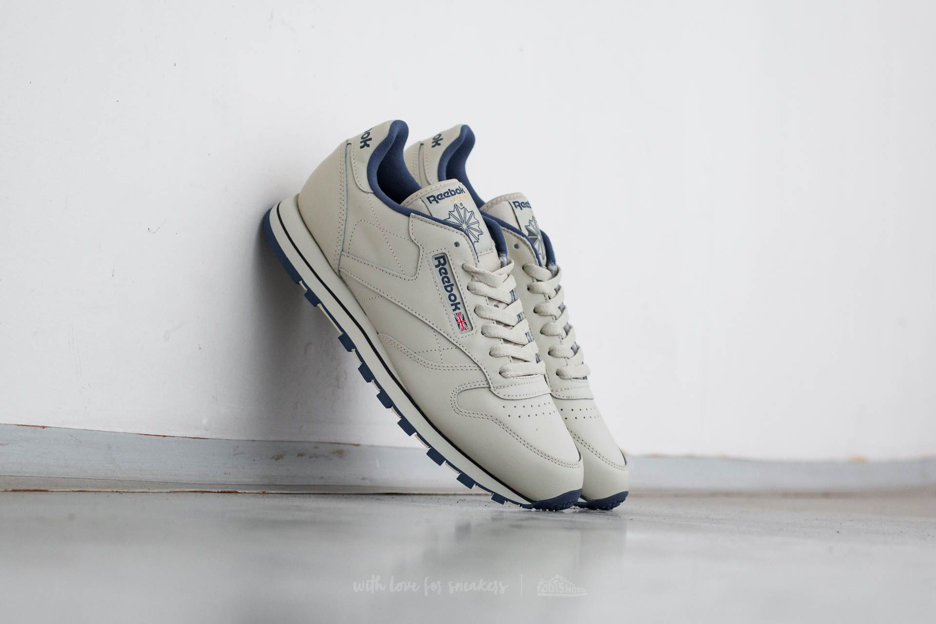 6f5add7983f57 Reebok Classic Leather Ecru  Navy
