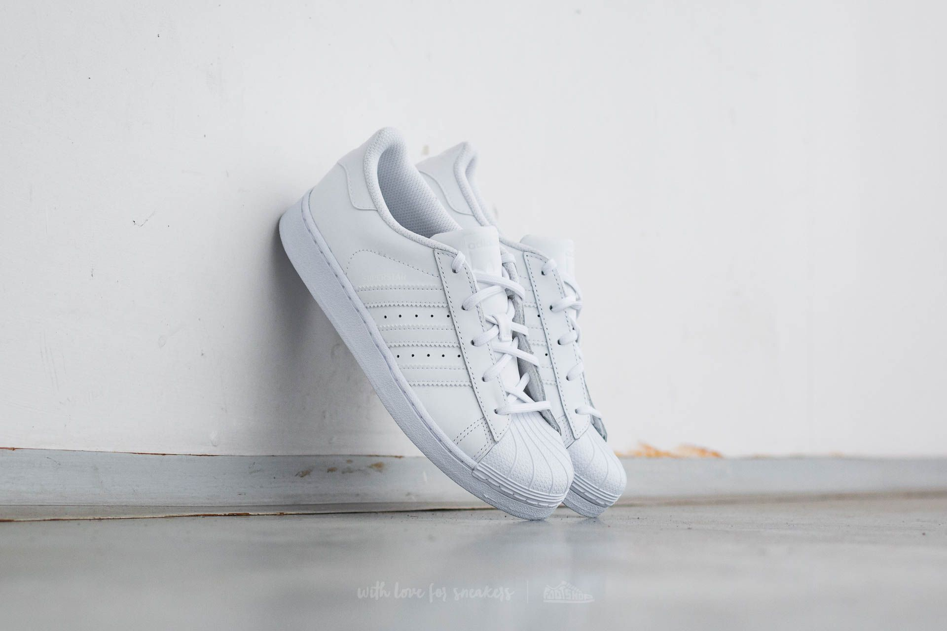 adidas Superstar Foundation C Ftw White  Ftw White  Ftw White at a great  price 5fa48ca4b5ae2