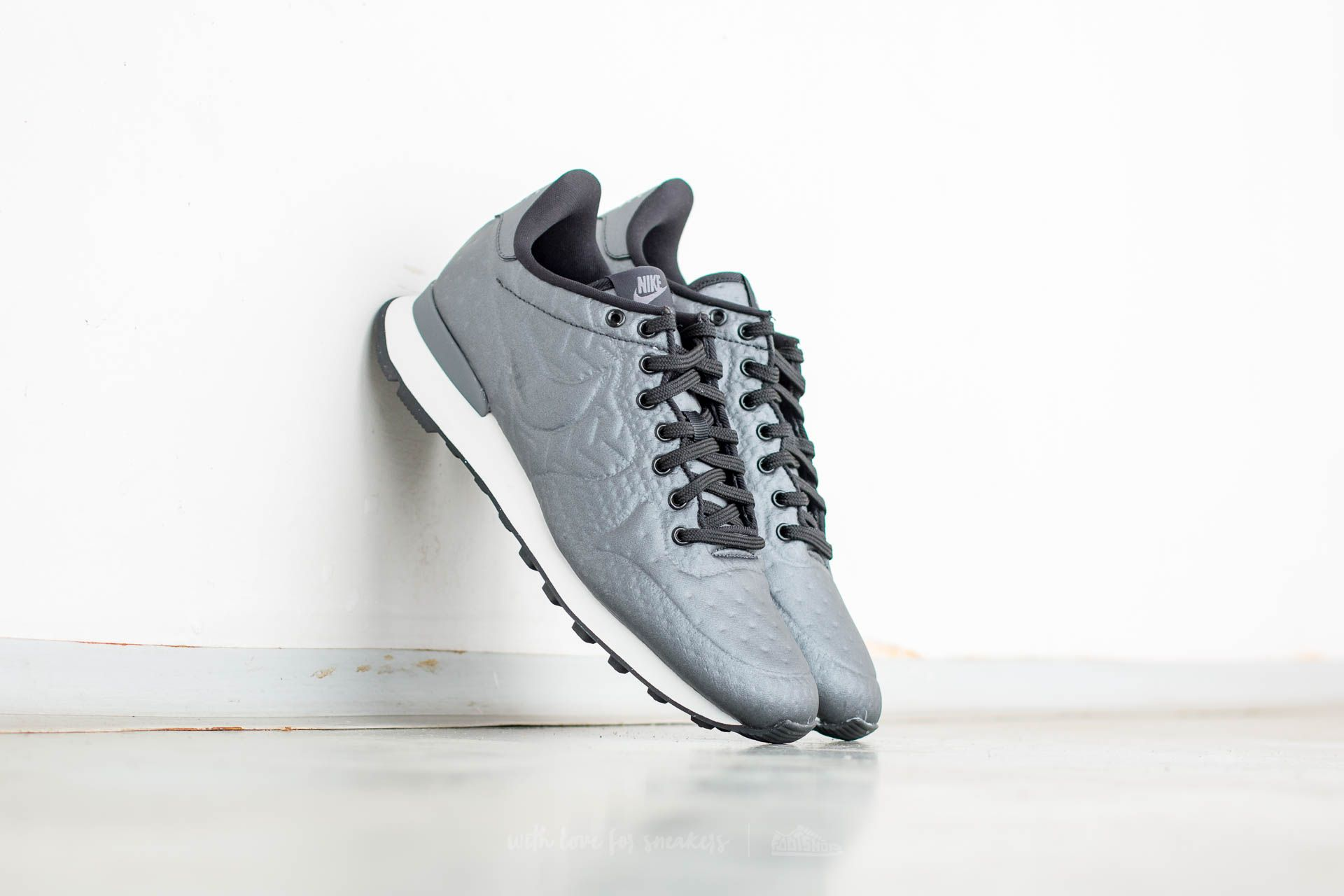 56c104578172 Nike W Internationalist Jacquard Winter. Metallic Hematite  Black-Dark Grey