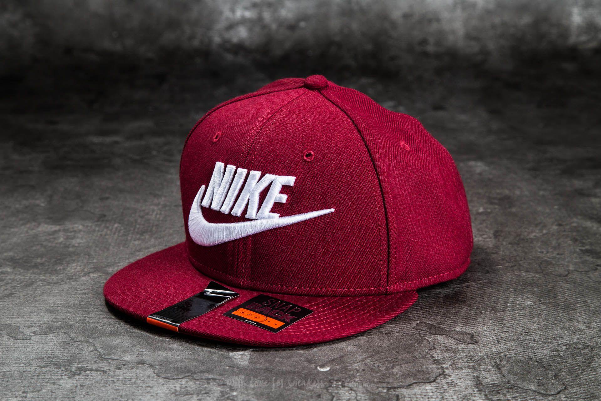 f3c5e511653 Nike Futura True 2 Snapback Team Red  Team Red  Team Red  White ...