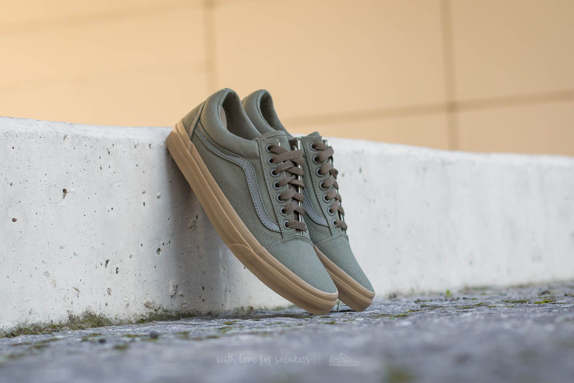 446757b4a87 Vans Old Skool (Canvas Gum) Ivy Green  Light Gum