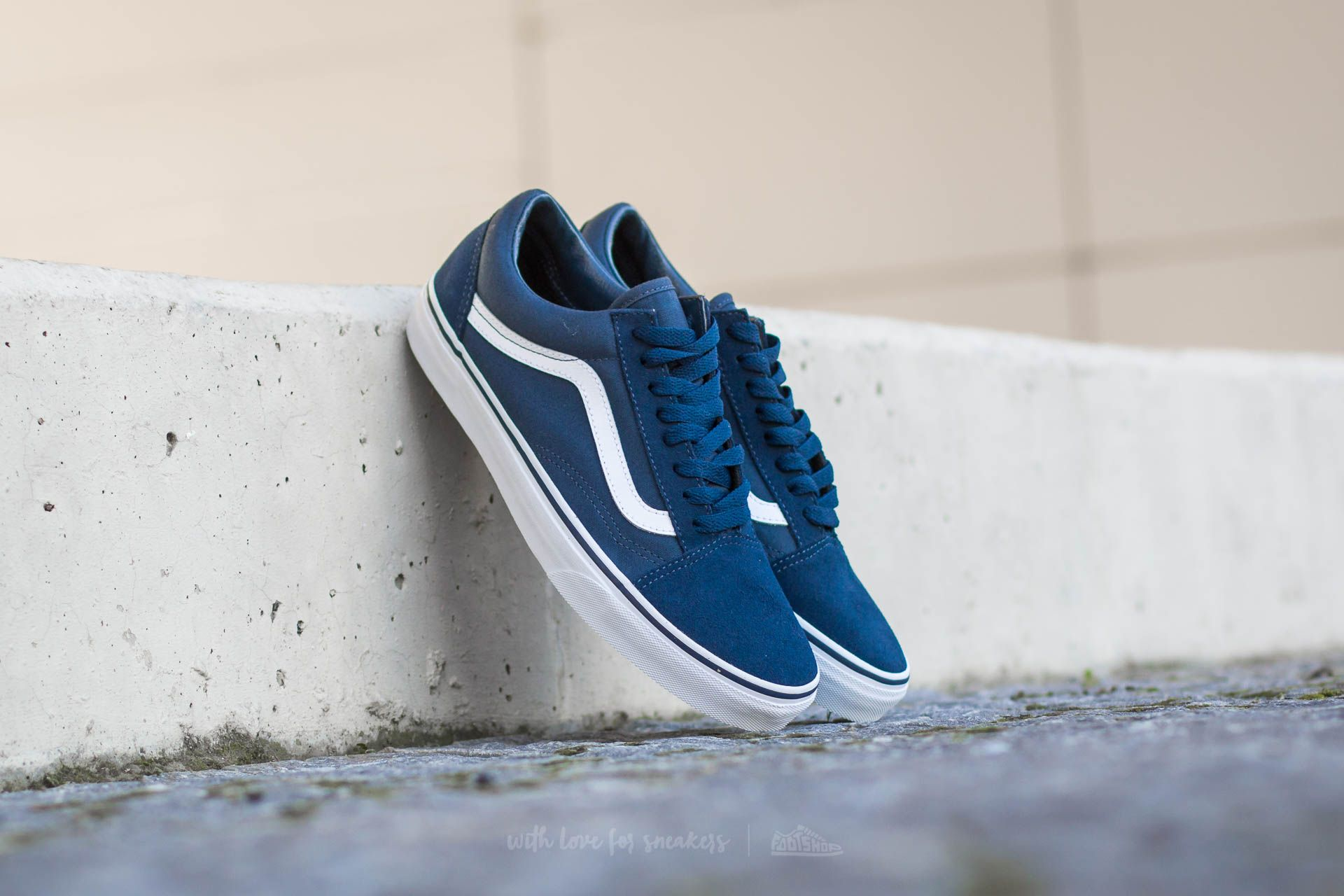 f5d58a3a1b7 Vans Old Skool (Suede  Canvas) Teal  True White