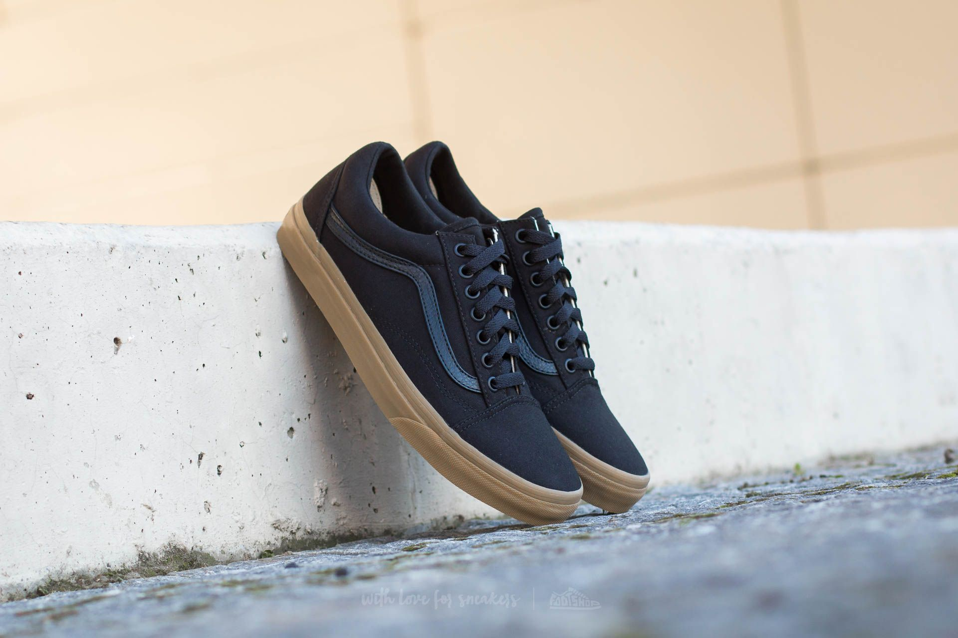 vans old skool gum sole black