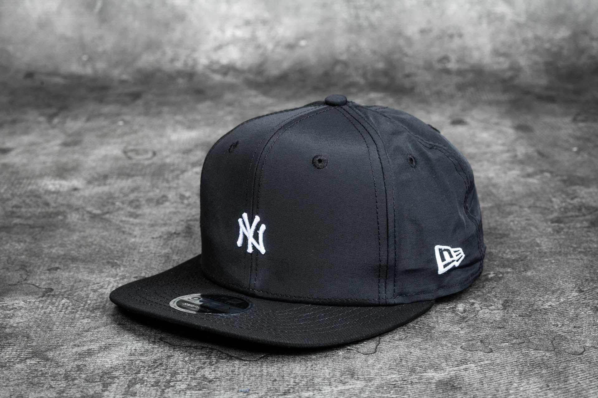 7c11eafda9f New Era 9Fifty Major League Baseball Mini Logo New York Yankees Cap Black