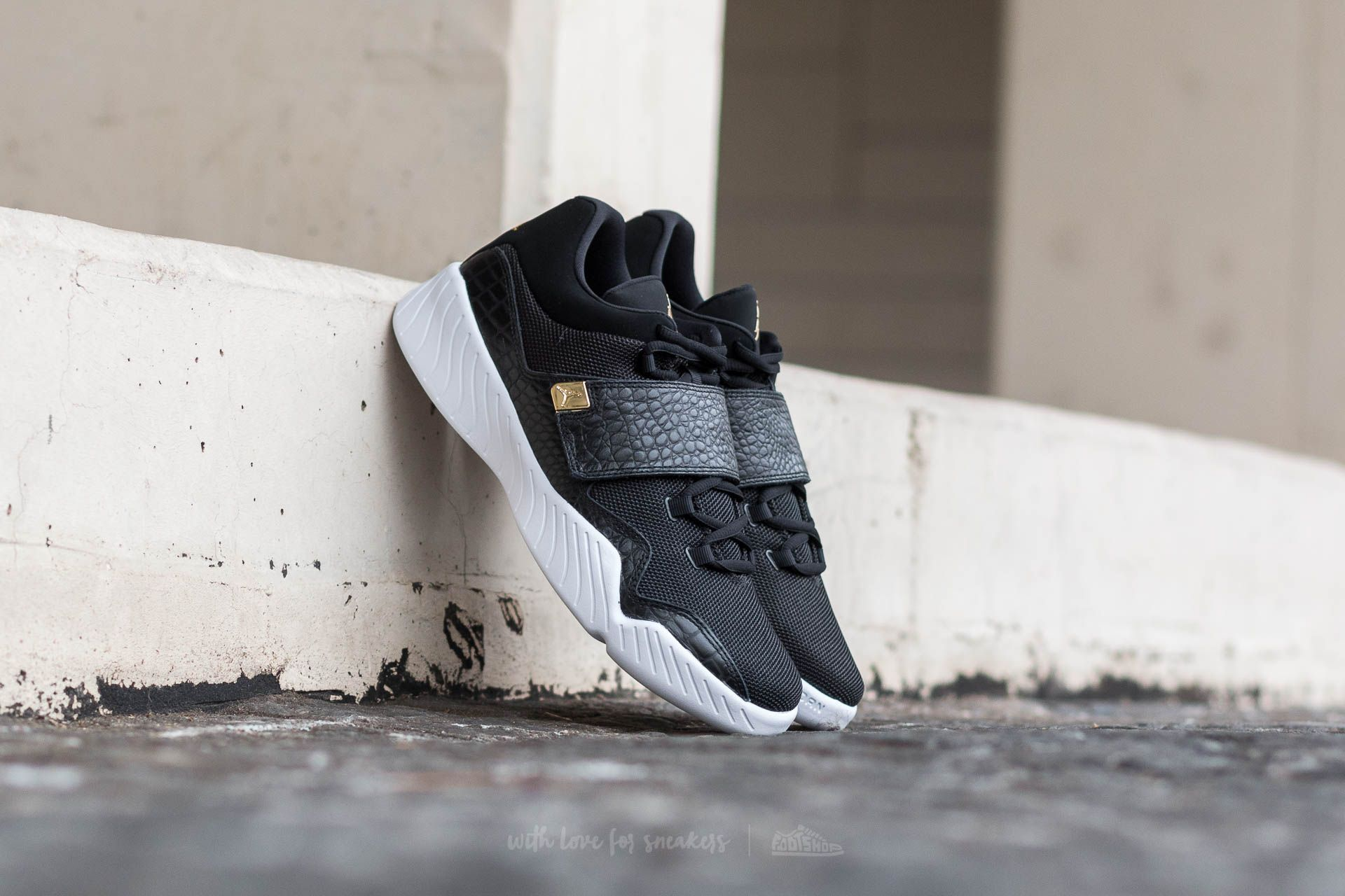 3b6bb939e69b09 Jordan J23 Black  Metallic Gold-White