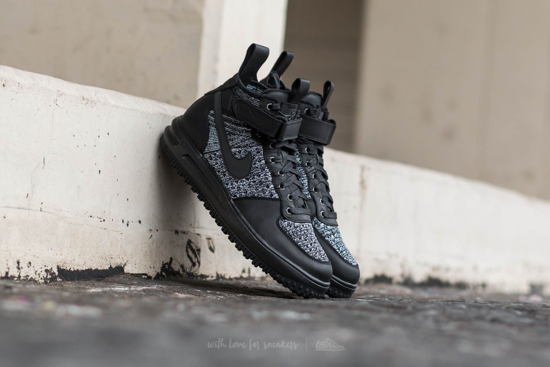 Nike W Lunar Force 1 Flyknit Workboot Black  Black-White-Cool Grey ... 56e56e24ab