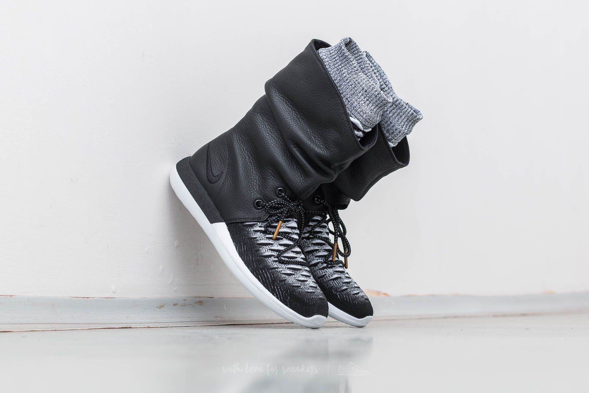 online retailer 5c966 3204e Nike W Roshe Two Hi Flyknit Black  Black-White at a great price 68