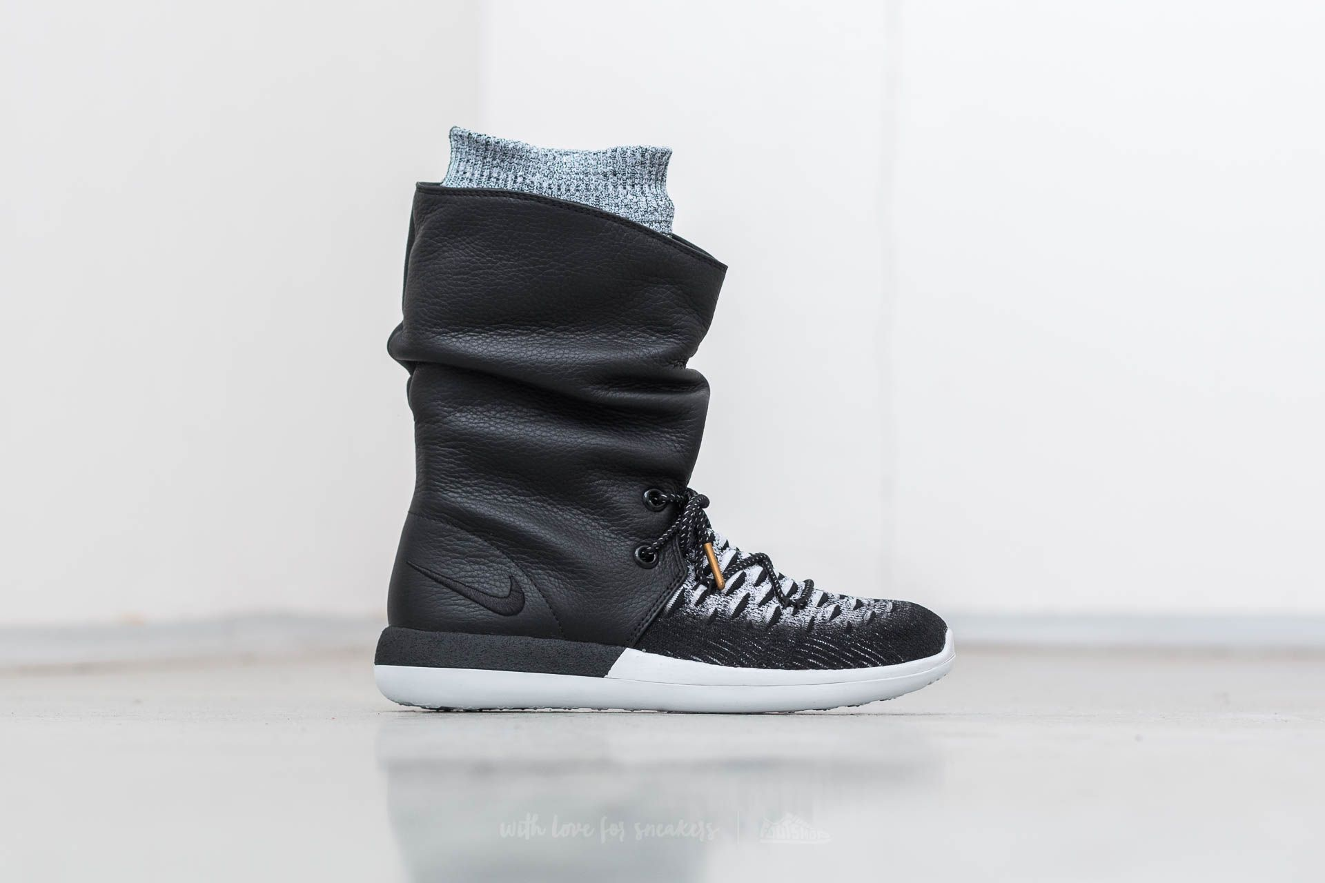 e050ee2cf5b4e Nike W Roshe Two Hi Flyknit Black  Black-White at a great price 68
