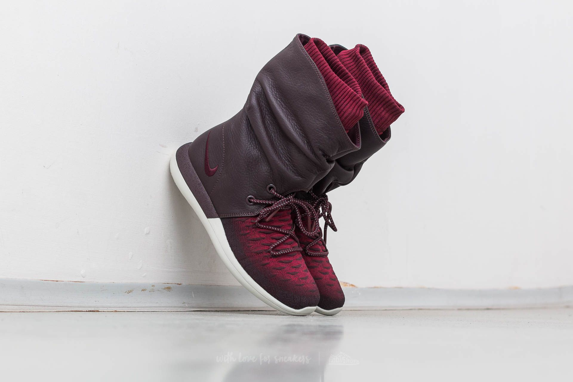 best sneakers 8218b daa32 Nike W Roshe Two Hi Flyknit Deep Burgundy  Deep Burgundy at a great price 68
