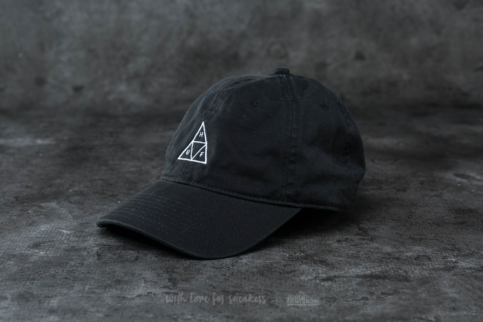 07407874d8ae6 HUF Apparel Triple Triangle Curved Brim Cap Black
