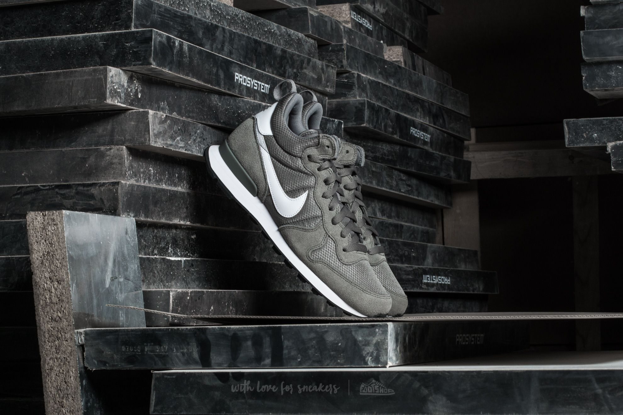 promo code 08e65 83930 Nike Internationalist Mid