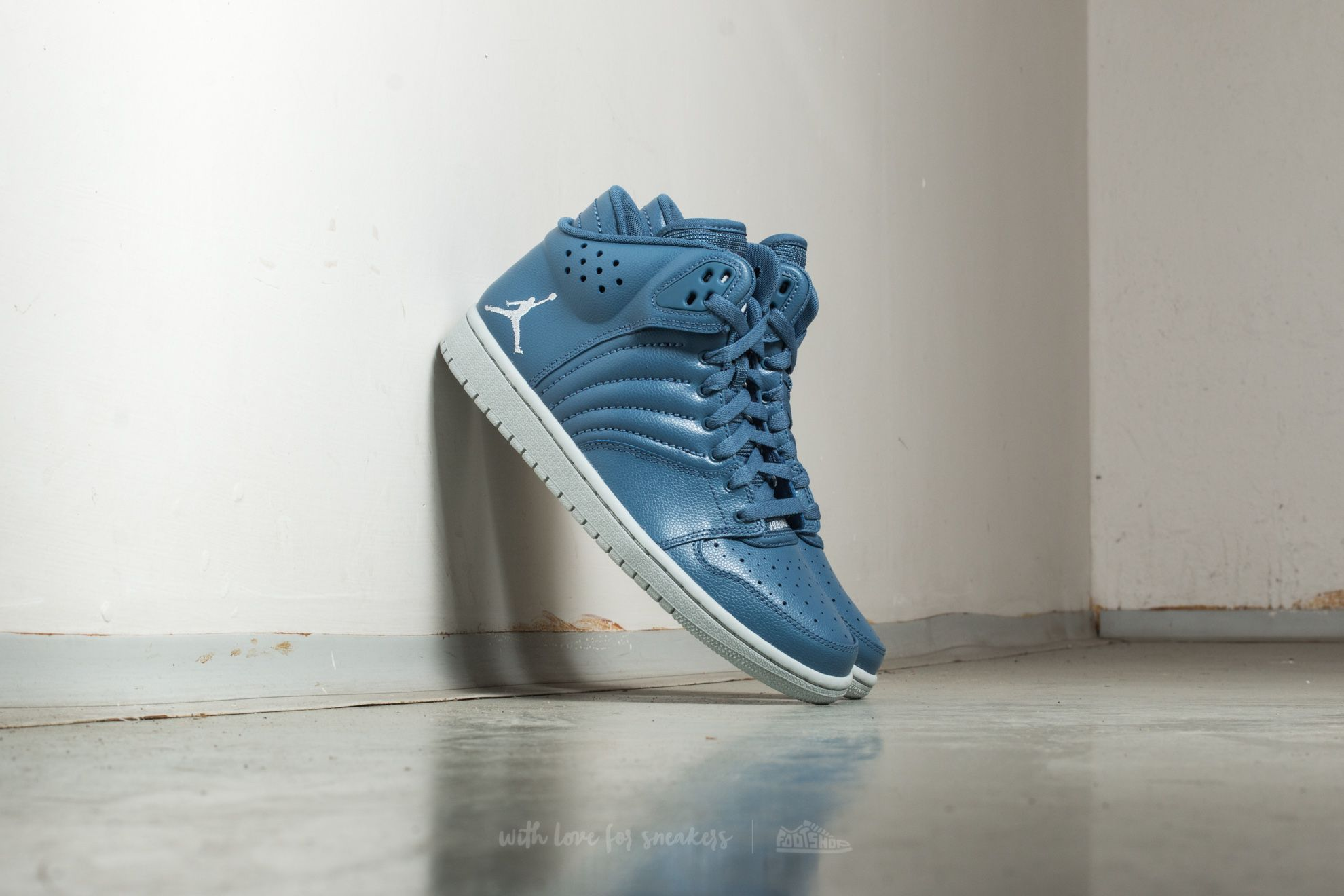 183189c6e5f4 Jordan 1 Flight 4 Ocean Fog  Pure Platinum