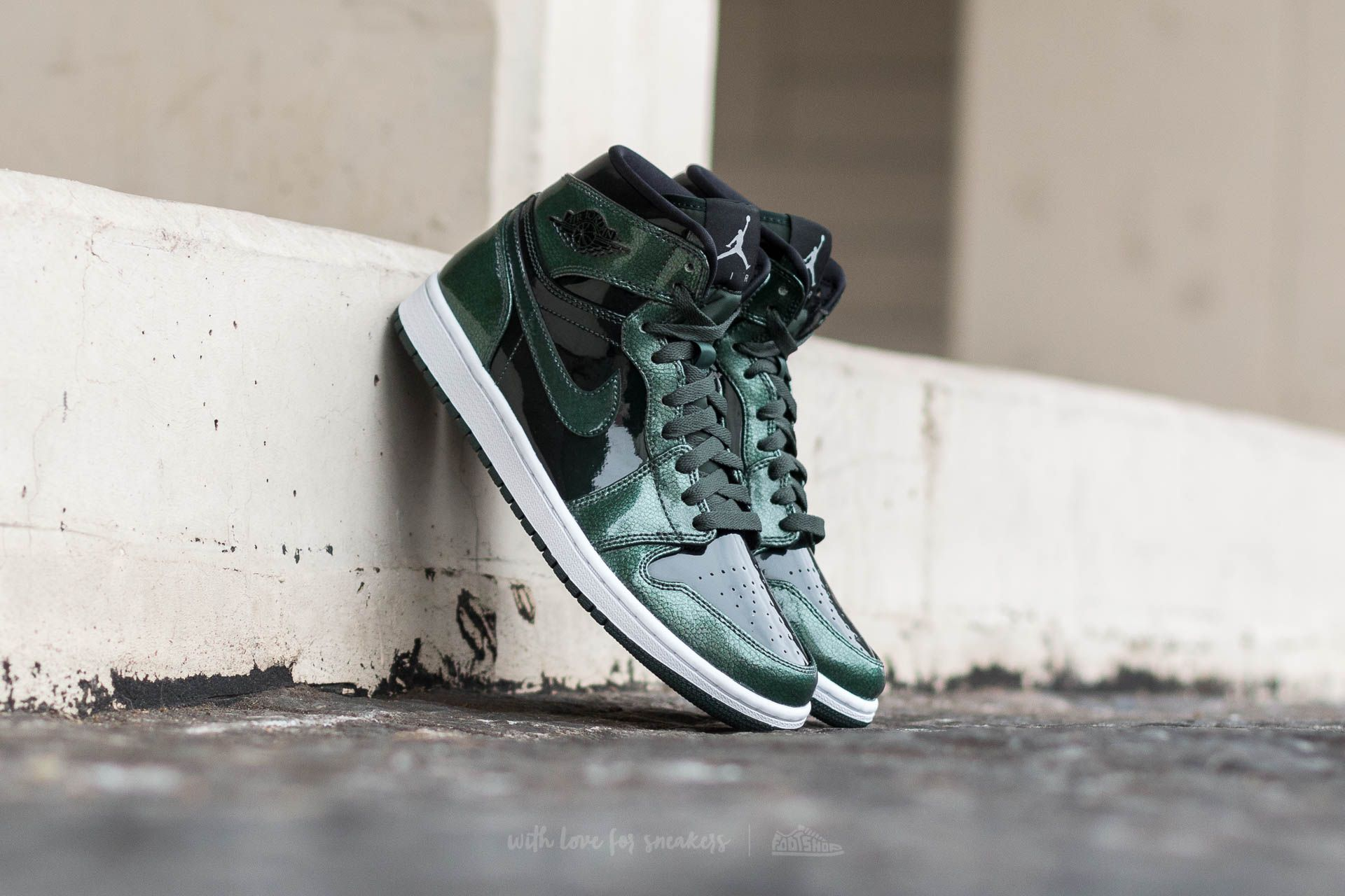 d94d60872e22 Air Jordan 1 Retro High Grove Green  Black-White