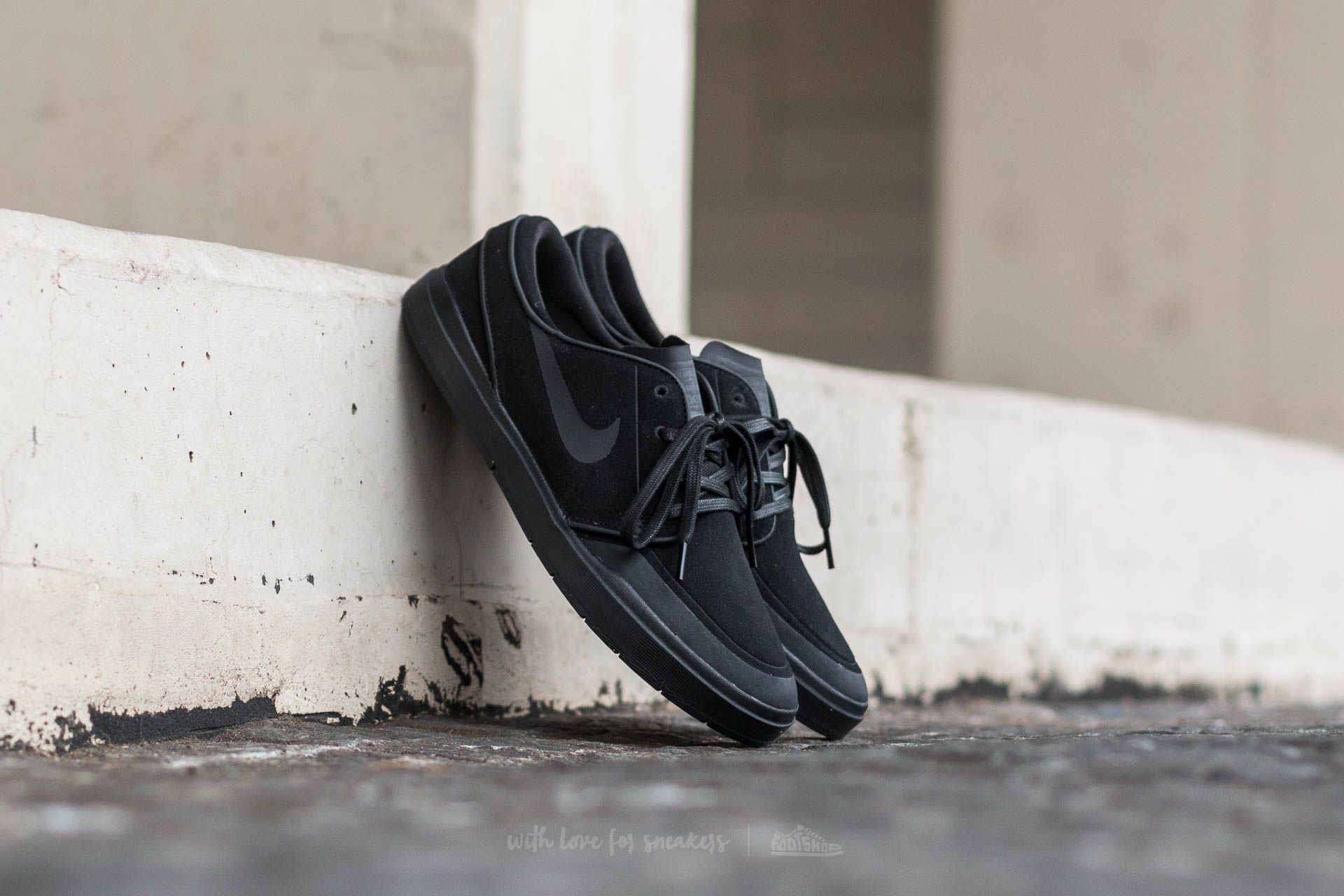 pretty nice 72525 10ce3 Nike Stefan Janoski Hyperfeel XT. Black  Black-Anthracite-White