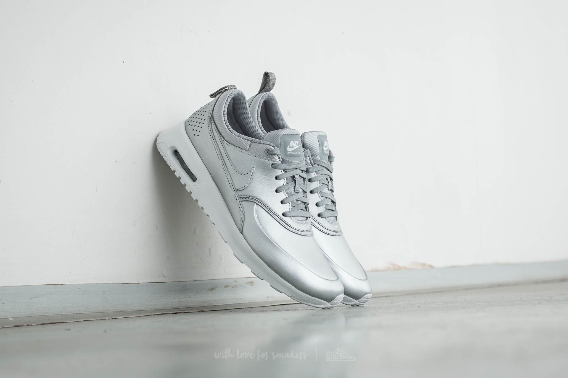 Escupir septiembre Crítico  Women's shoes Nike W Air Max Thea SE Metallic Silver | Footshop