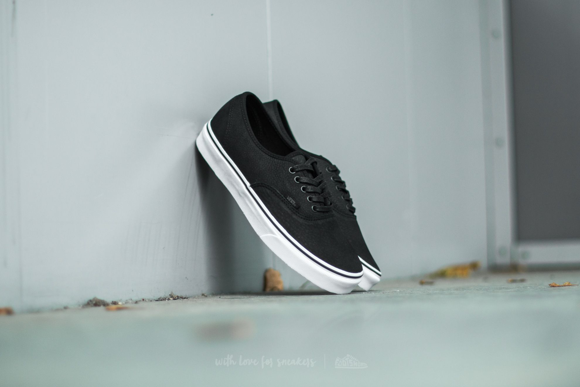 b2f16932ef Vans Authentic (Premium Leather) Black  True White