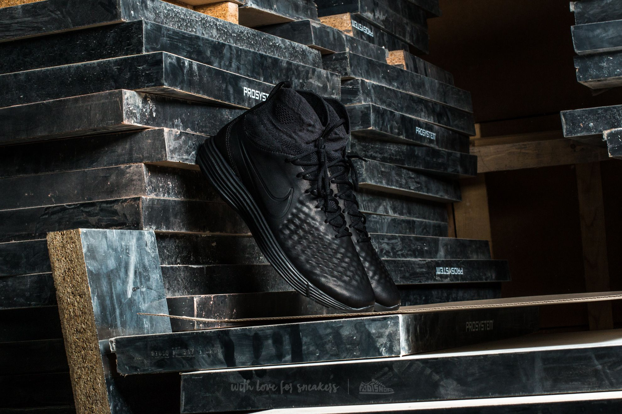Nike Lunar Magista II Flyknit Black/ Black-Anthracite-White