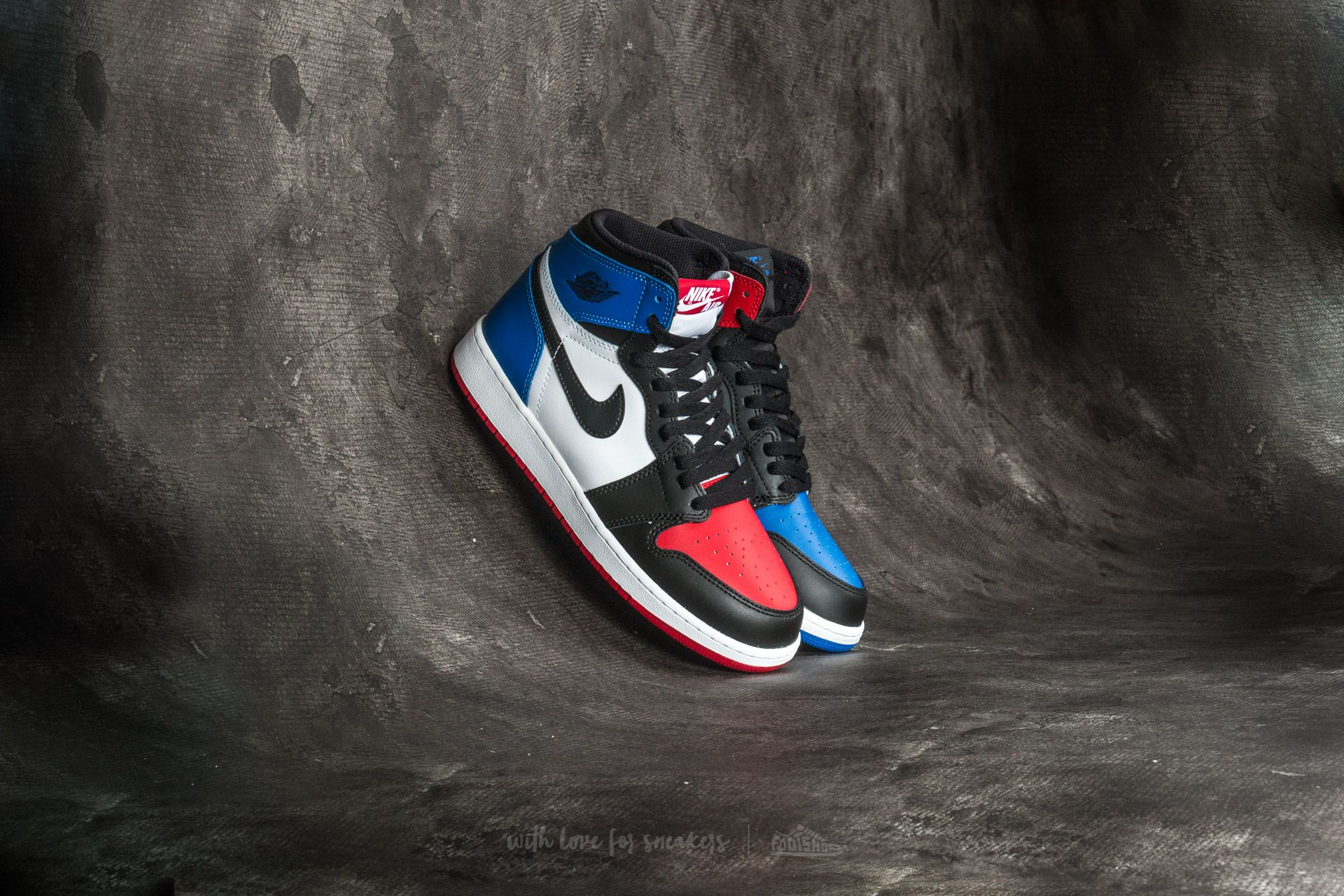 2b1ea548c75710 Nike Air Jordan 1 Retro High OG