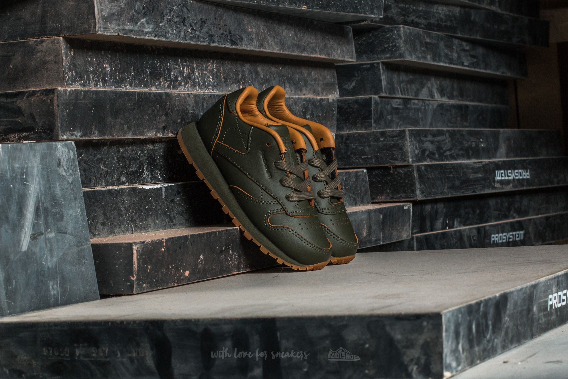 6215433563bc4 Reebok Classic Leather Kendrick Infants Olive Night  Gum