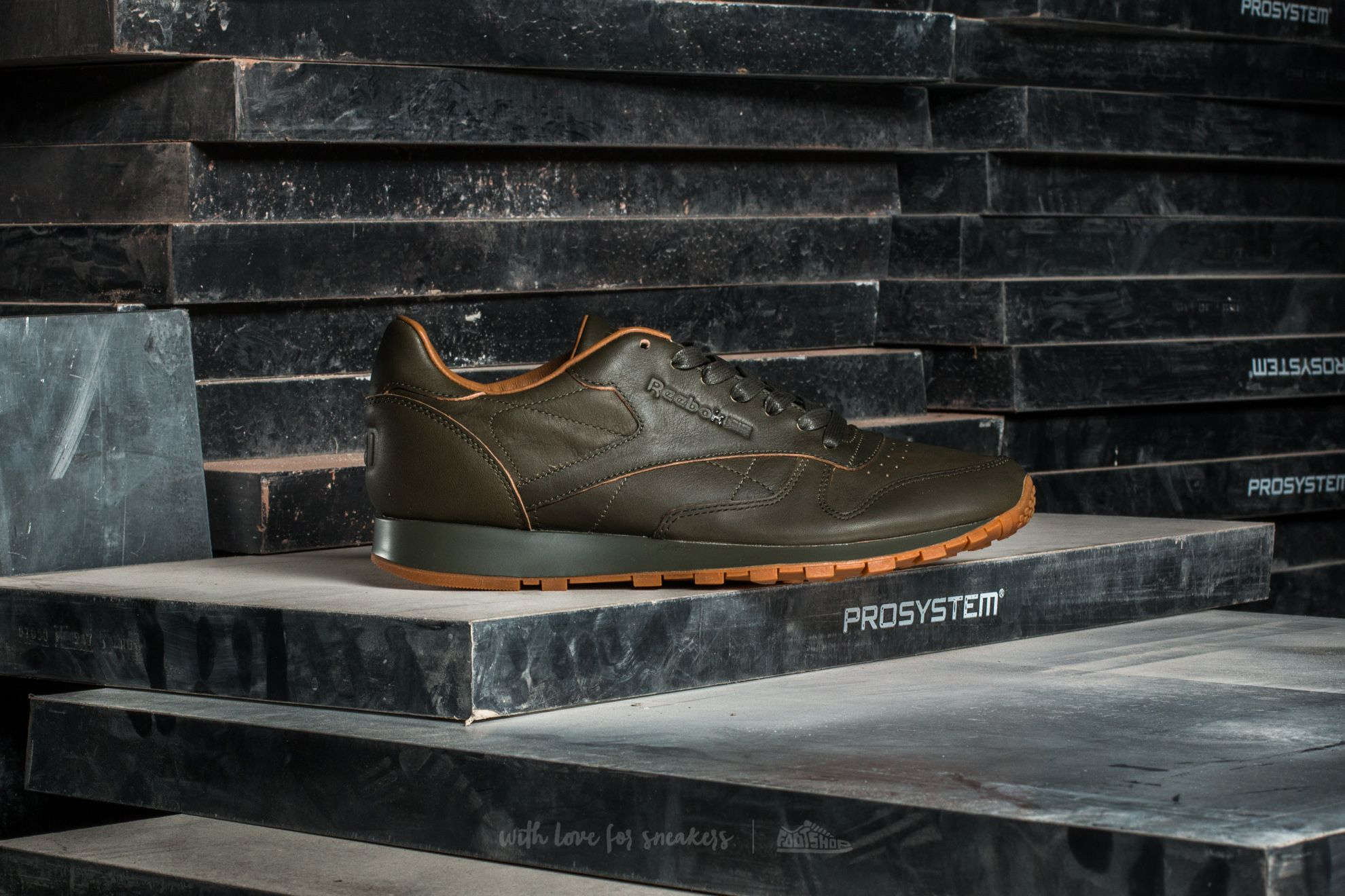 5a1bb5254659 Reebok Classic Leather Kendrick Kids Olive Night  Gum at a great price 41 €  buy
