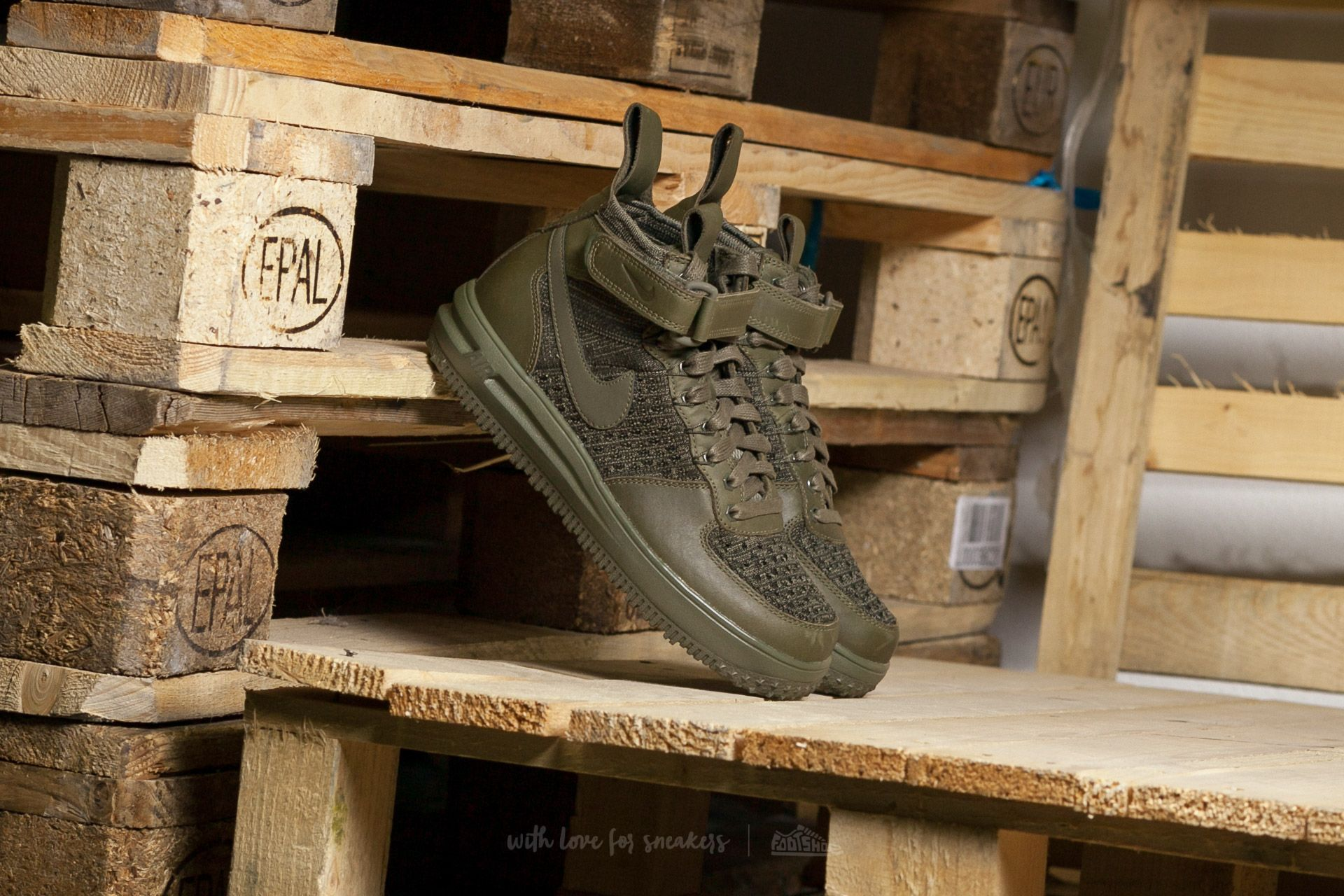 Nike W Lunar Force 1 Flyknit Workboot Medium Olive  Medium Olive ... 5b0795b389