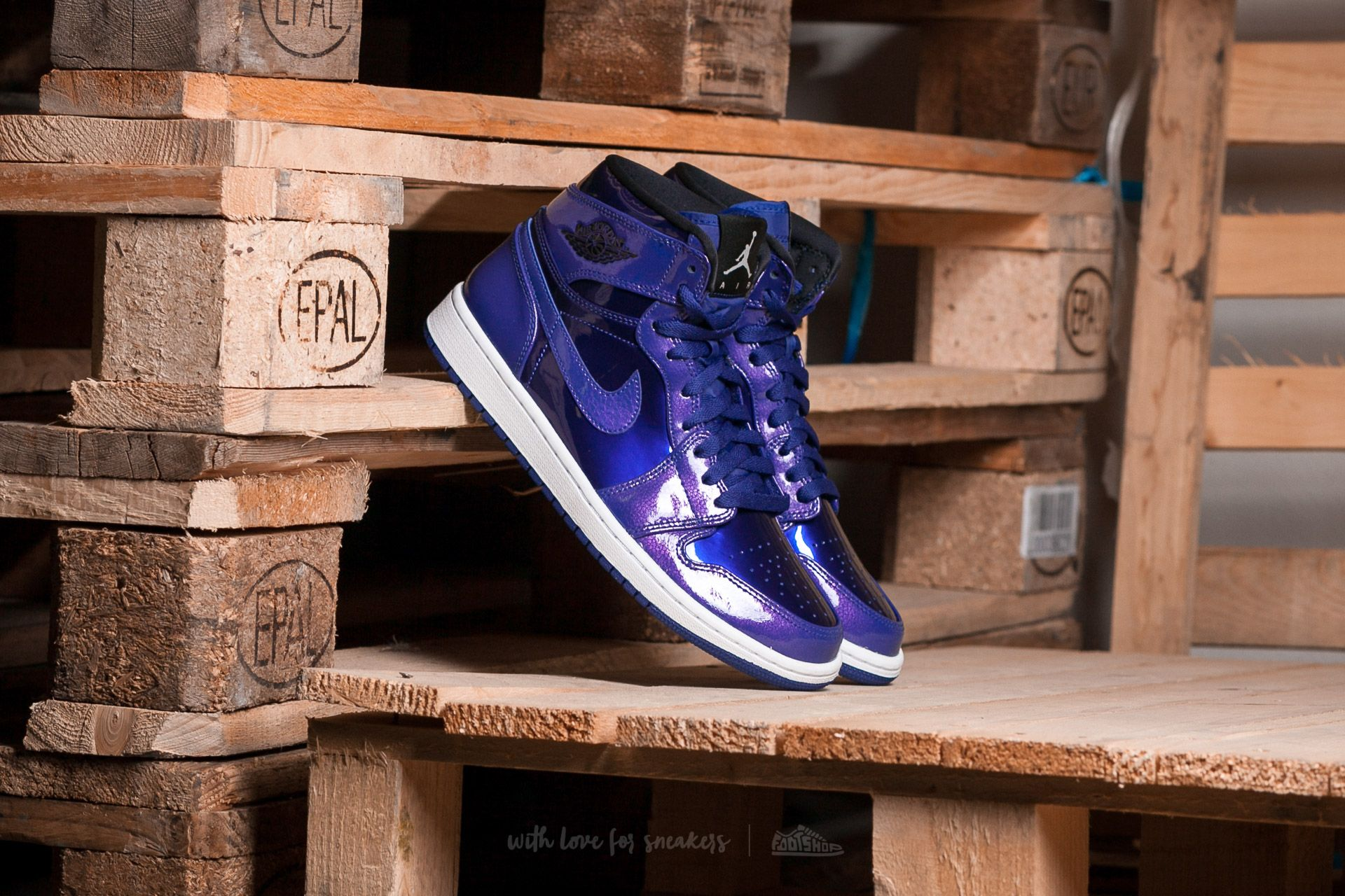 f96e7981867f53 Air Jordan 1 Retro High Deep Royal  Black-White