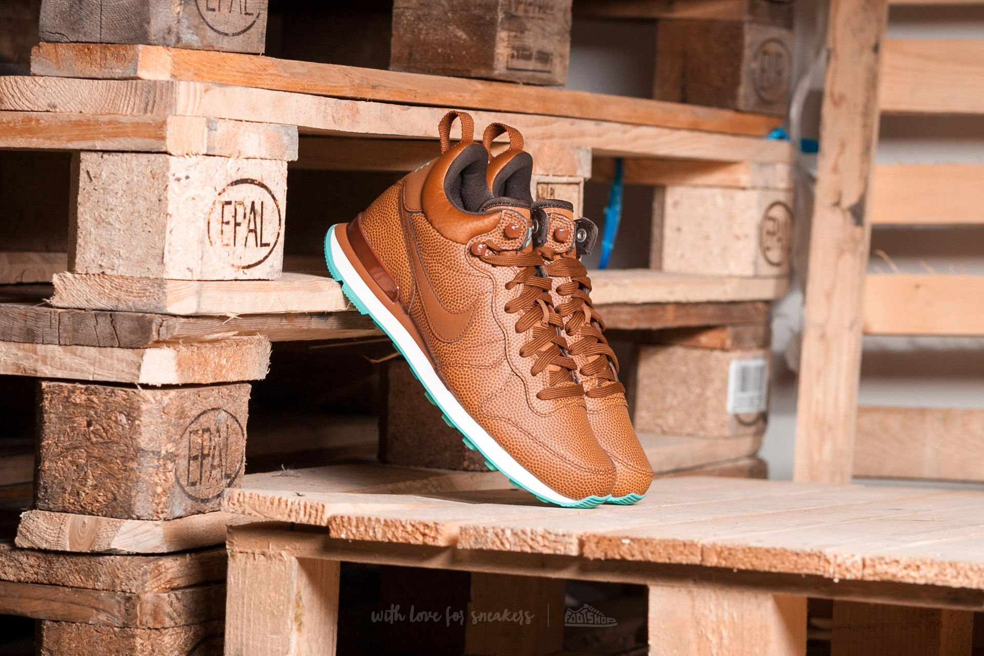 f7fc2b37c5f8 Nike W Internationalist Mid Leather Hazelnut  Hazelnut-Washed Teal ...