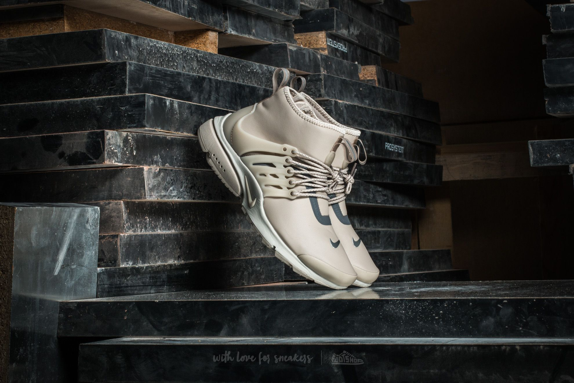 newest collection dae69 b869d Nike W Air Presto Mid Utility