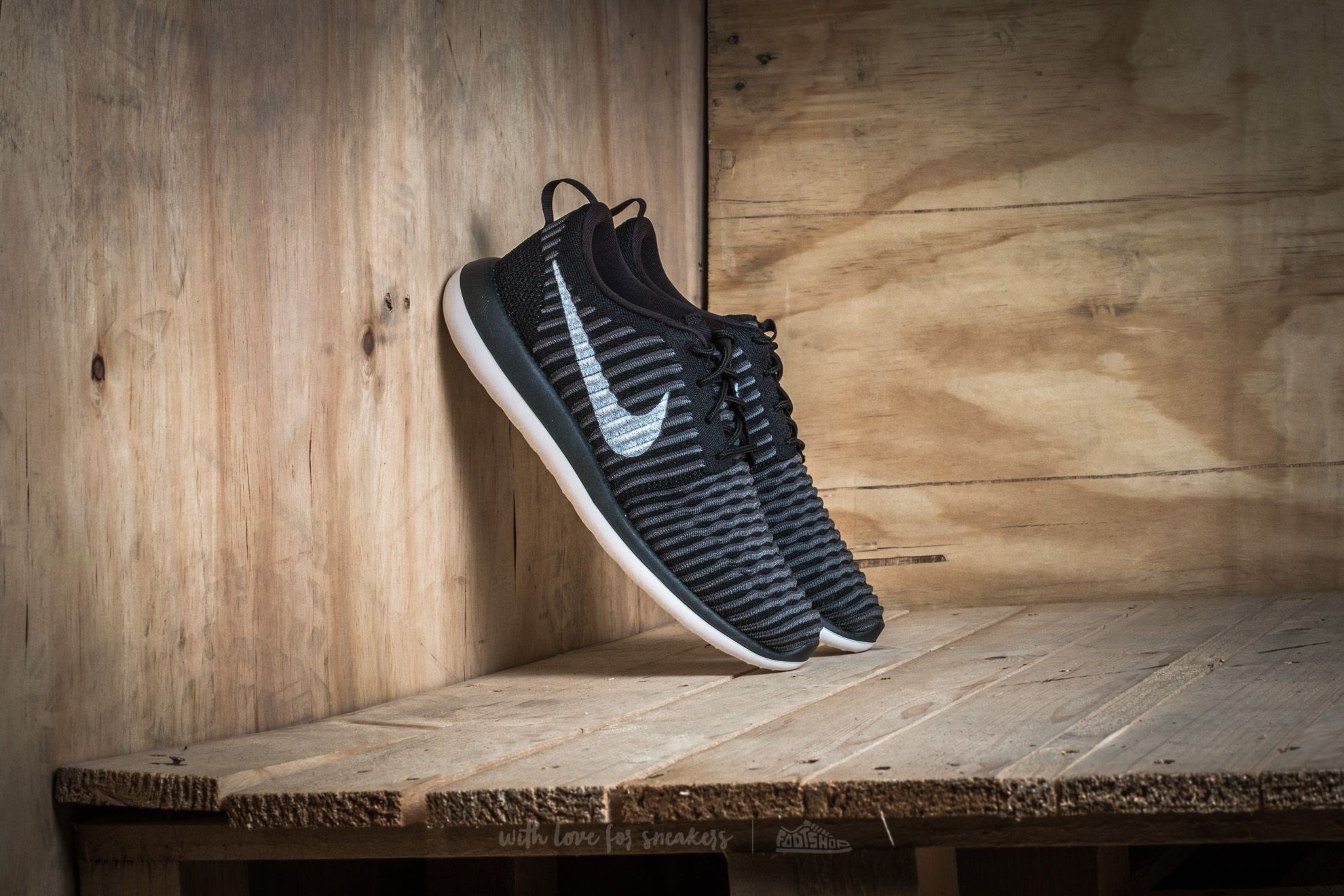 best sneakers 93077 830e7 Nike Roshe Two Flyknit (GS). Black White-Anthracite-Dark Grey