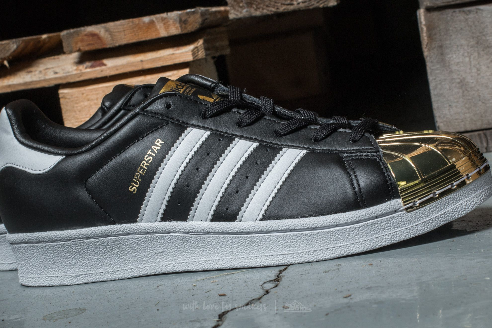 adidas Superstar Metal Toe W Core Black  Ftw White  Gold at a great price 28aeca9a4ba09