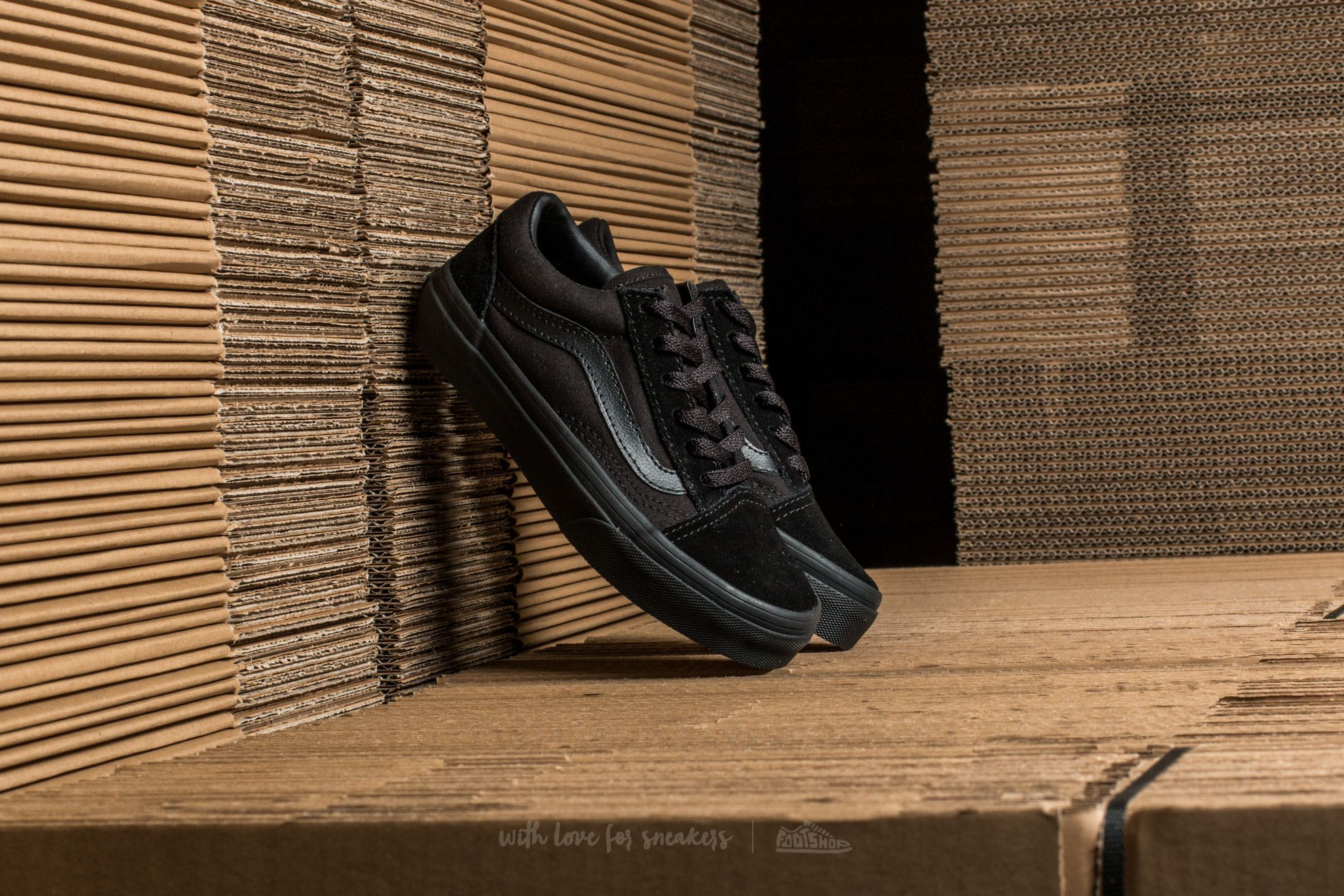 1040a46de65 Vans Old Skool Black  Black at a great price 39 € buy at Footshop