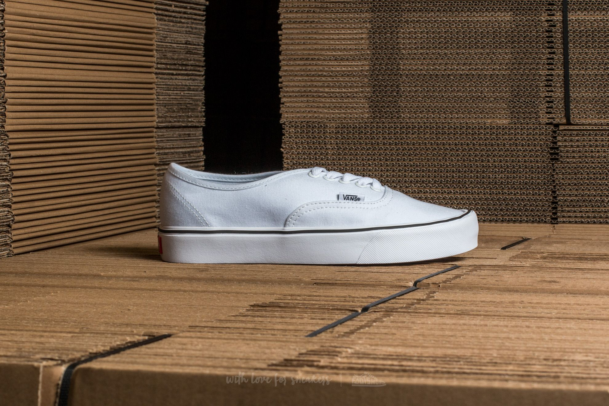 b6613eb28ef Vans Authentic Lite (Canvas) True White at a great price £38 buy at