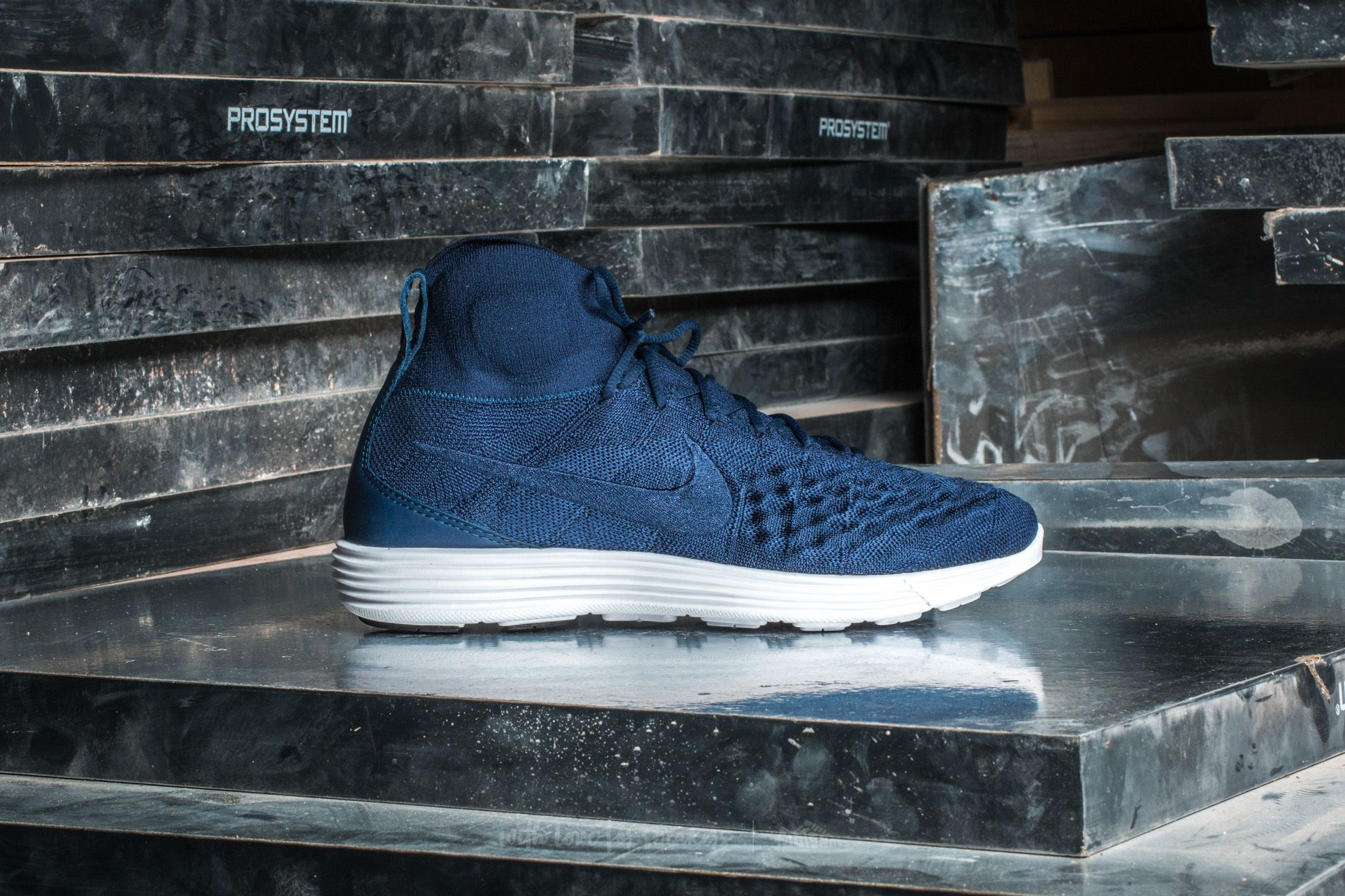 9270d2c6d0bd Nike Lunar Magista II Flyknit College Navy  College Navy at a great price   142 buy