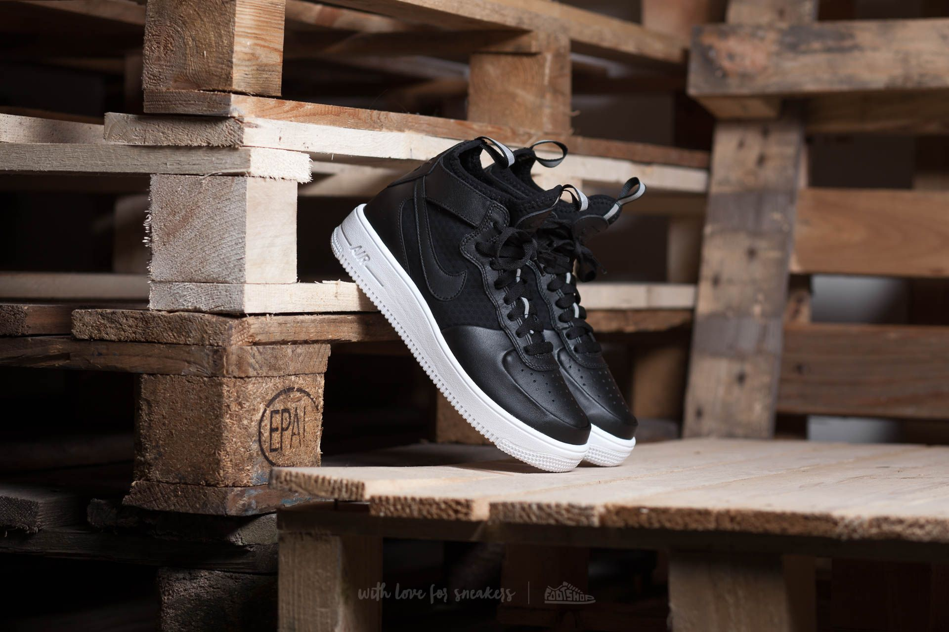 buy popular 2d1ed e57ff Nike W Air Force 1 Ultraforce MID. Black  Black-White