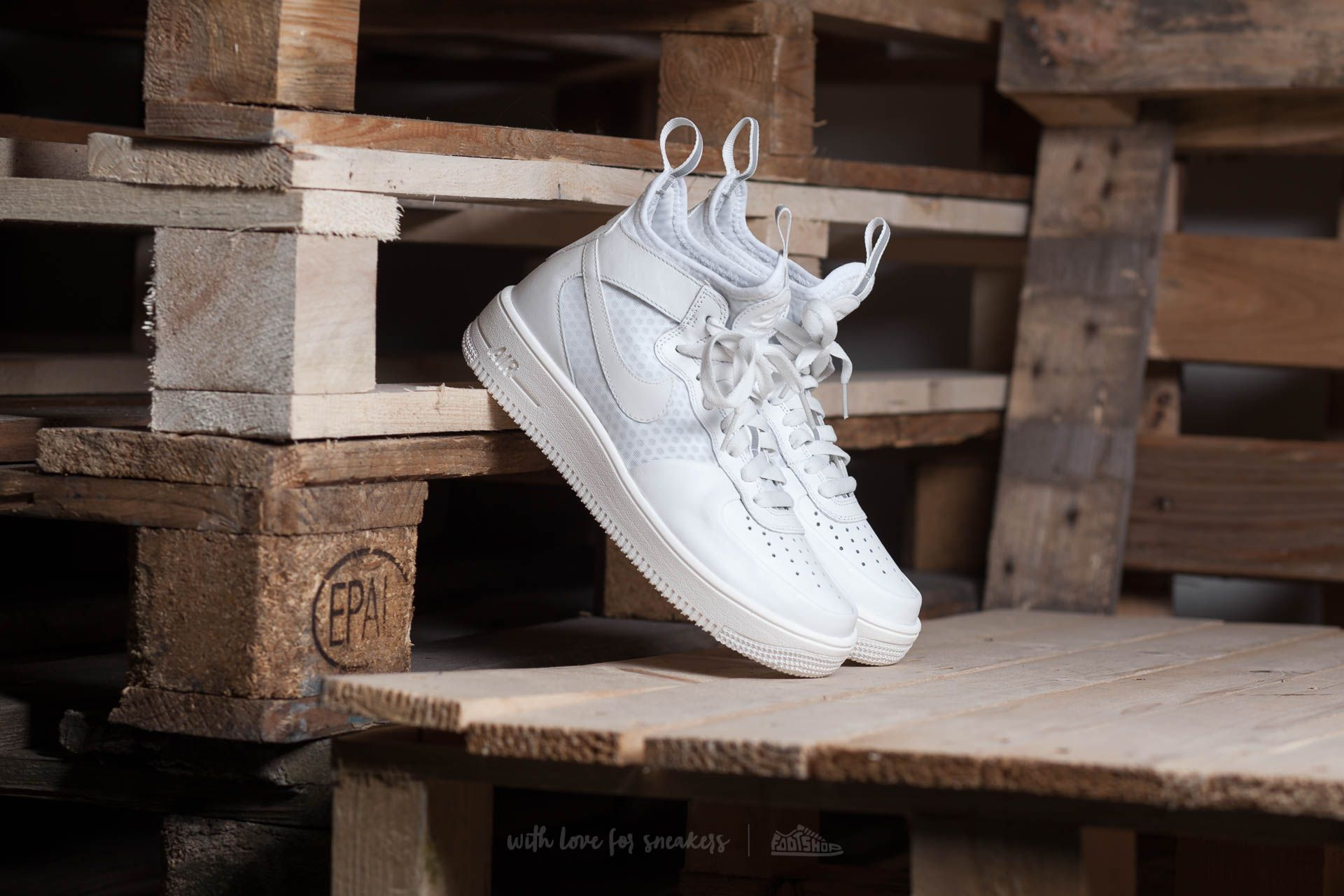 8dd392ea8556 Nike W Air Force 1 Ultraforce MID Light Bone  Light Bone-White ...