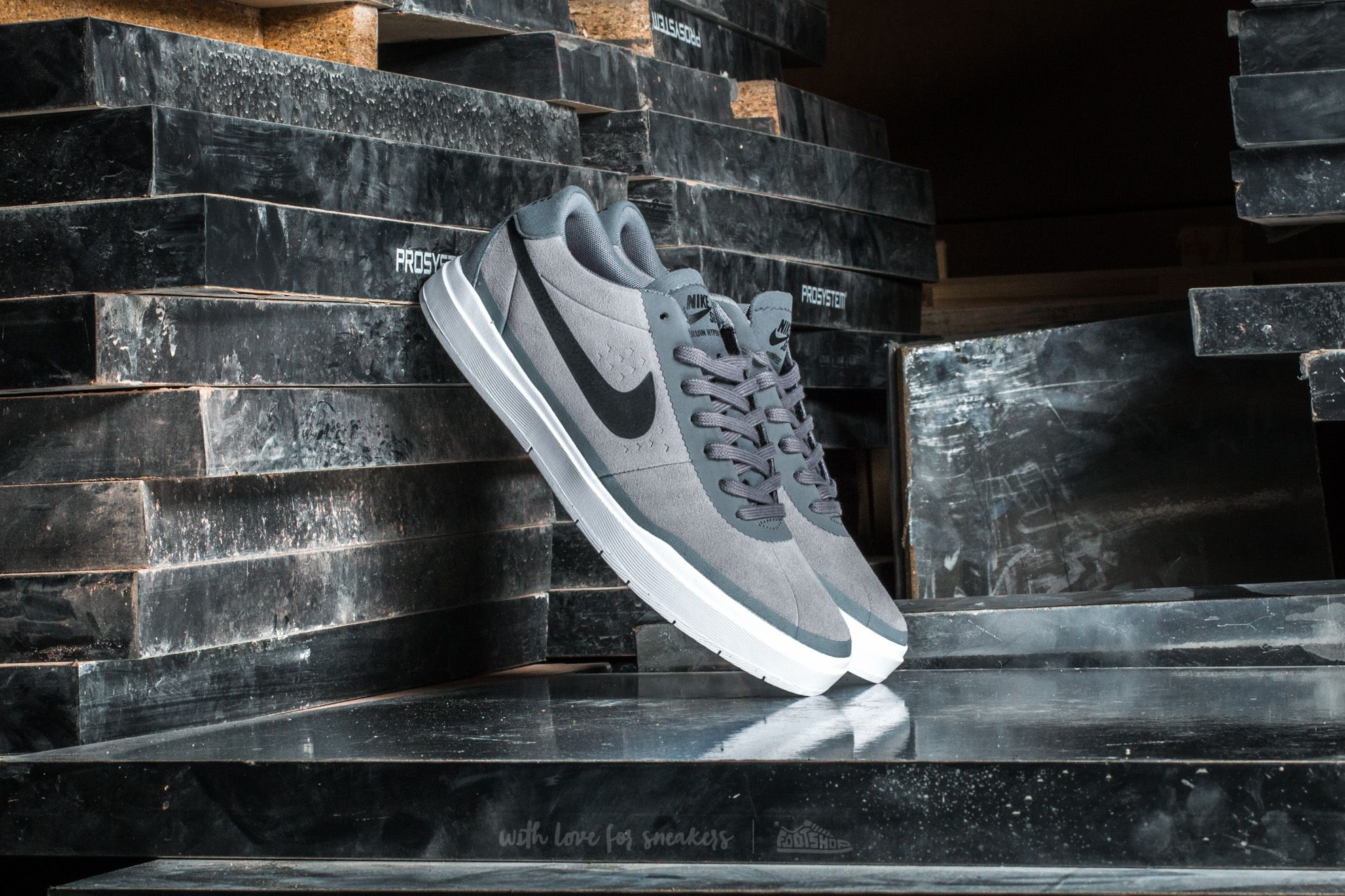 f2b05ef01e6 Nike Bruin SB Hyperfeel Cool Grey  Black-White
