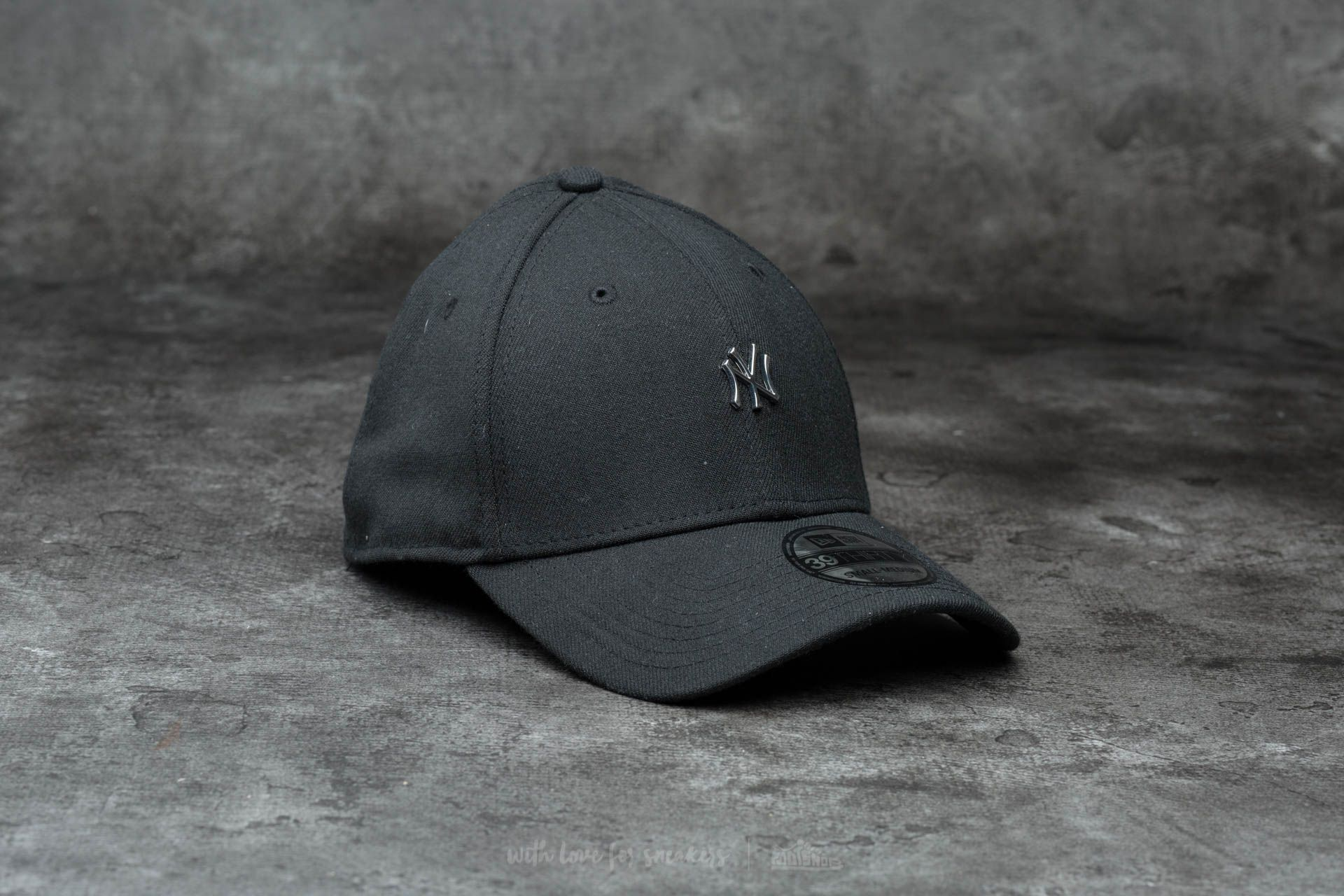 promo code 09b24 a6c96 New Era 39Thirty MLB Metal Mini Logo NY Black