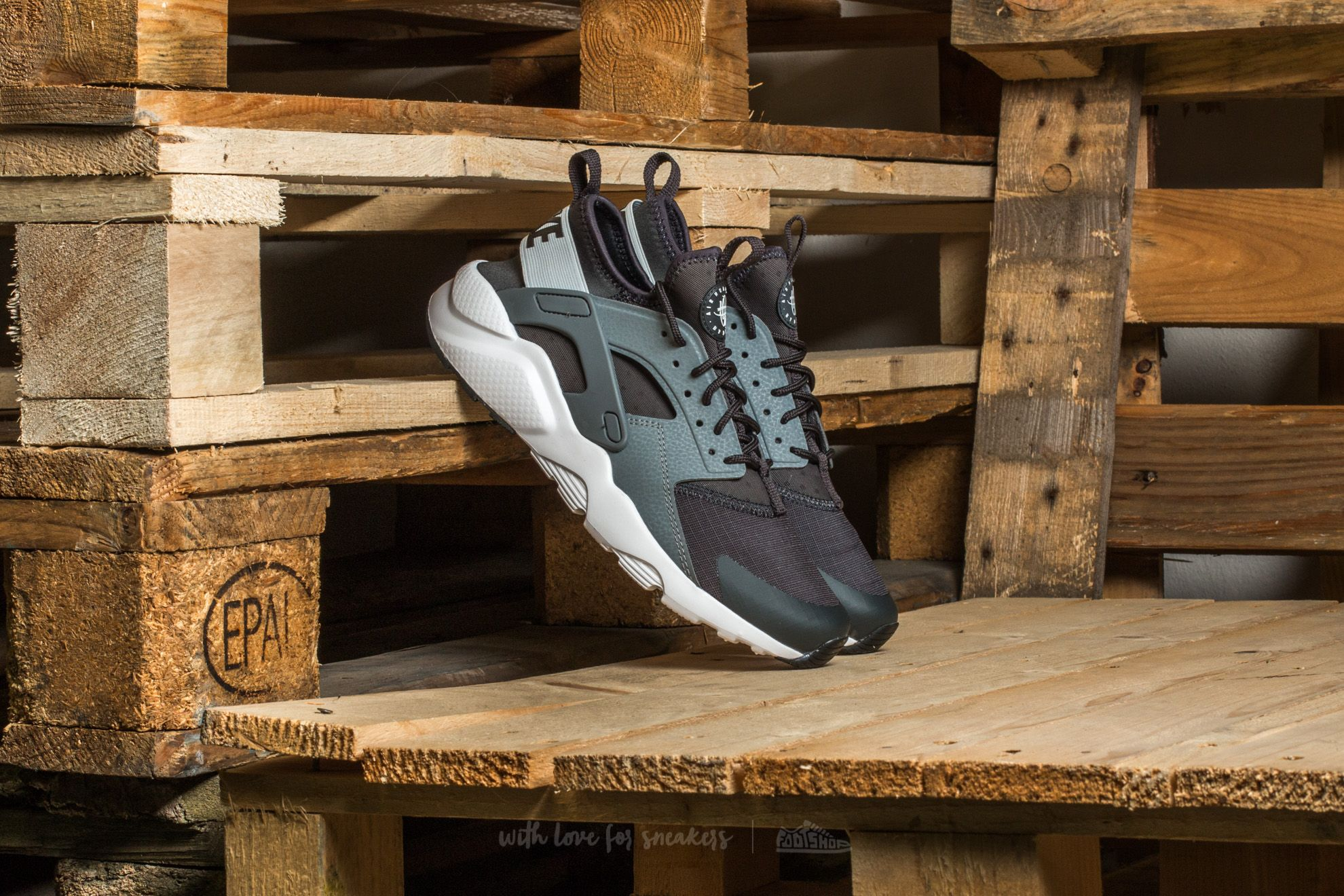 competitive price 35144 70859 Nike Air Huarache Run Ultra (GS). Anthracite  Pure Platinum