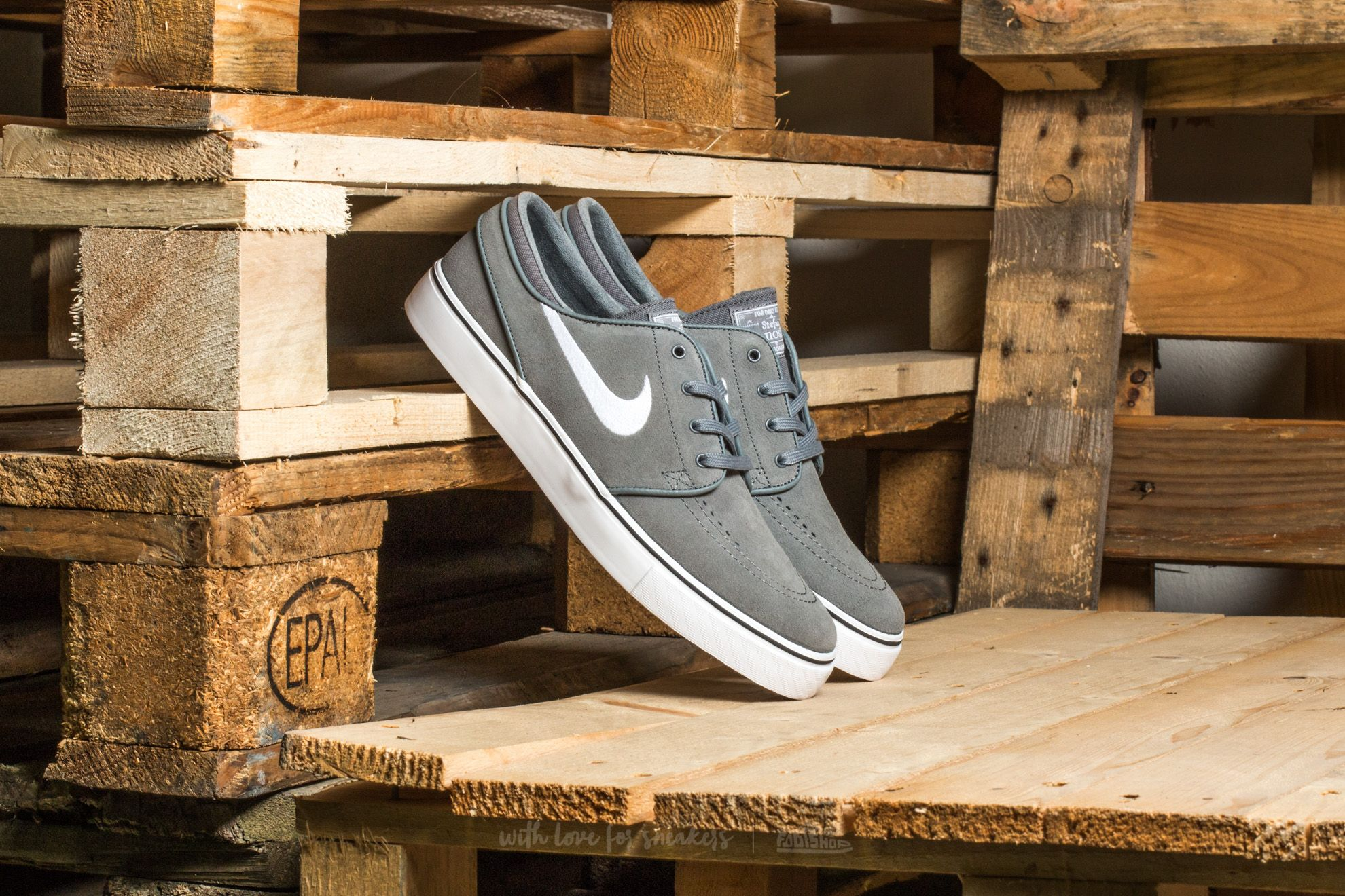 c4a33c8c5f20 Nike Zoom Stefan Janoski Cool Grey  White-Black