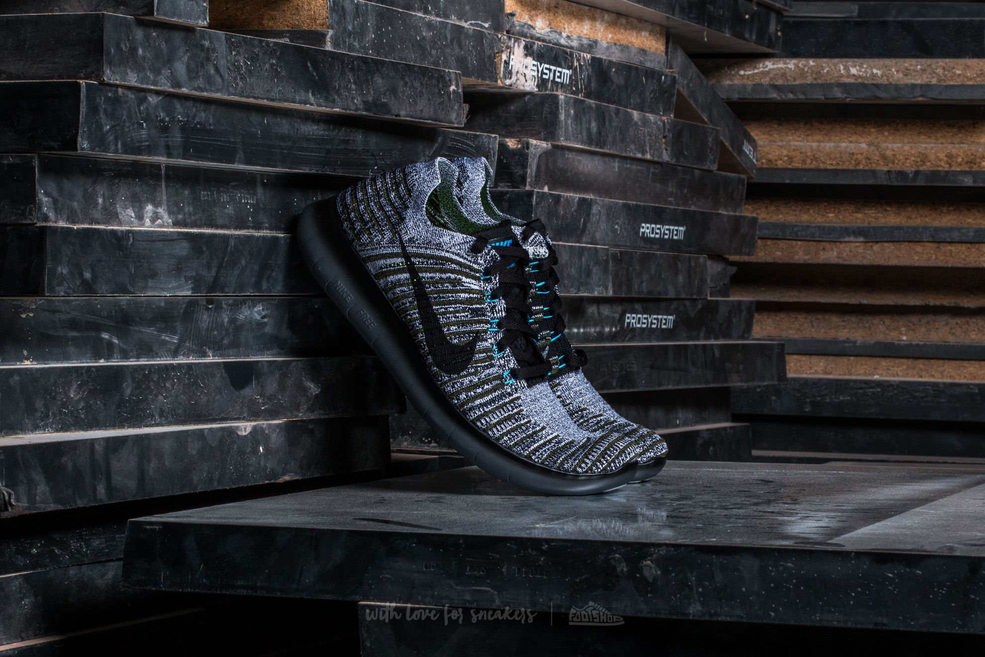 detailed look ad366 3d5b1 Nike Free Run Flyknit. Cargo Khaki Black-Blue Glow