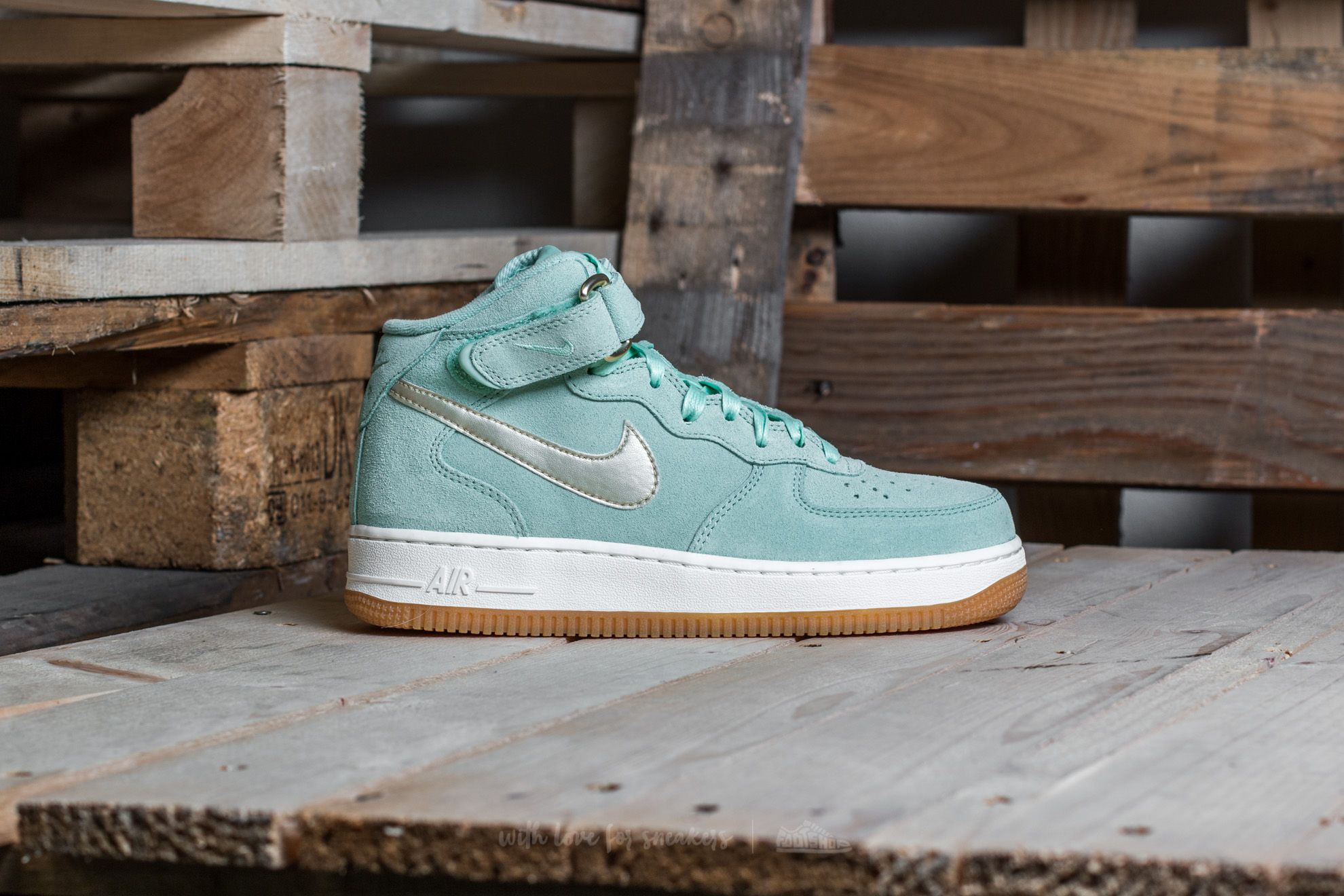 Nike W Air Force 1 '07 Mid Seasonal Enamel Green Metallic Gold Star | Footshop