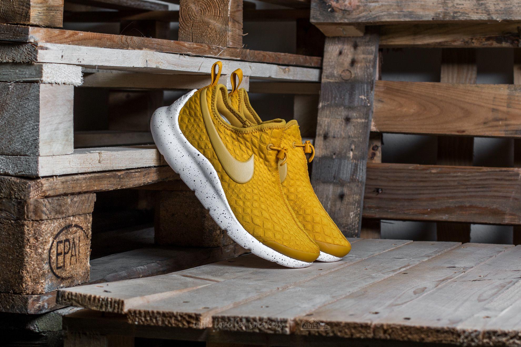 Dámské tenisky a boty Nike W Aptare Gold Dart/ Gold Dart-Black