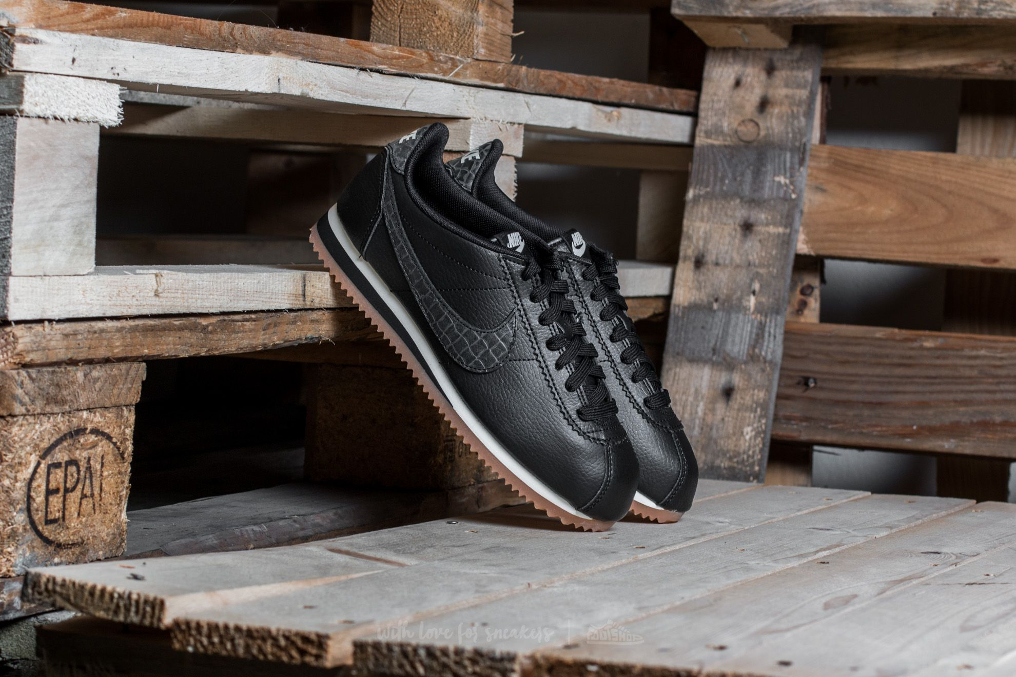 newest collection d6734 aef6d Nike W Classic Cortez Leather Lux Black/ Black-Sail-Gum Medium ...