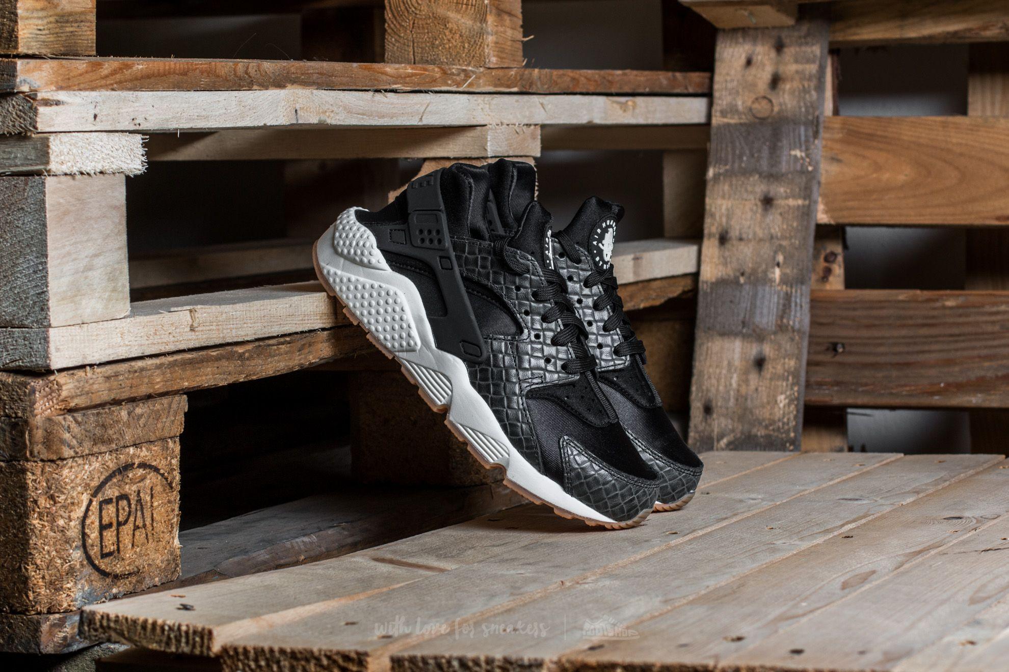 d8c43bf612e3 Nike Wmns Air Huarache Run Premium. Black  Black-Sail-Gum Medium Brown