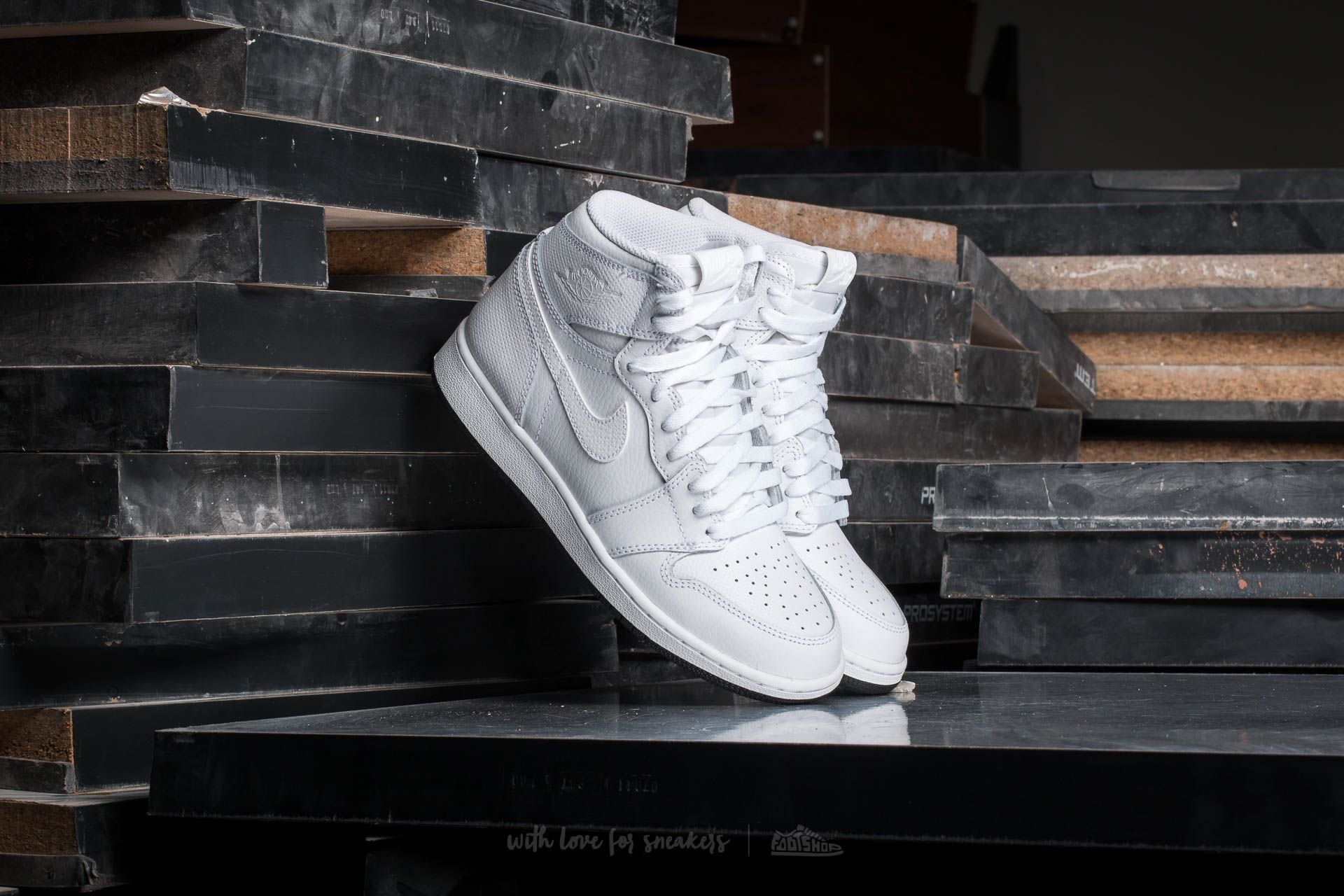 Air Jordan 1 Retro High OG White Black White | Footshop