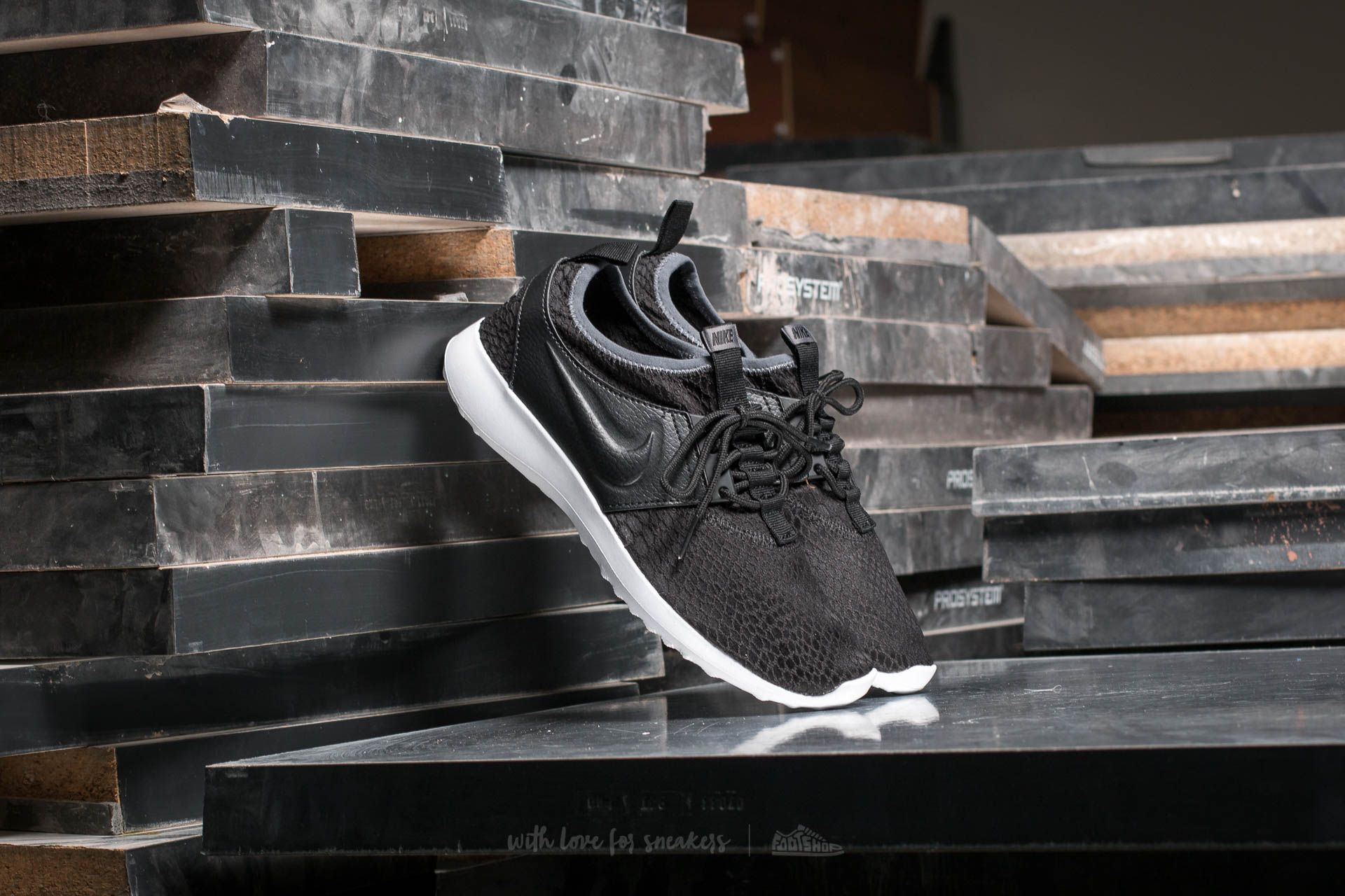 c0267fb9b218 Nike Wmns Juvenate SE Black Black-Dark Grey-White